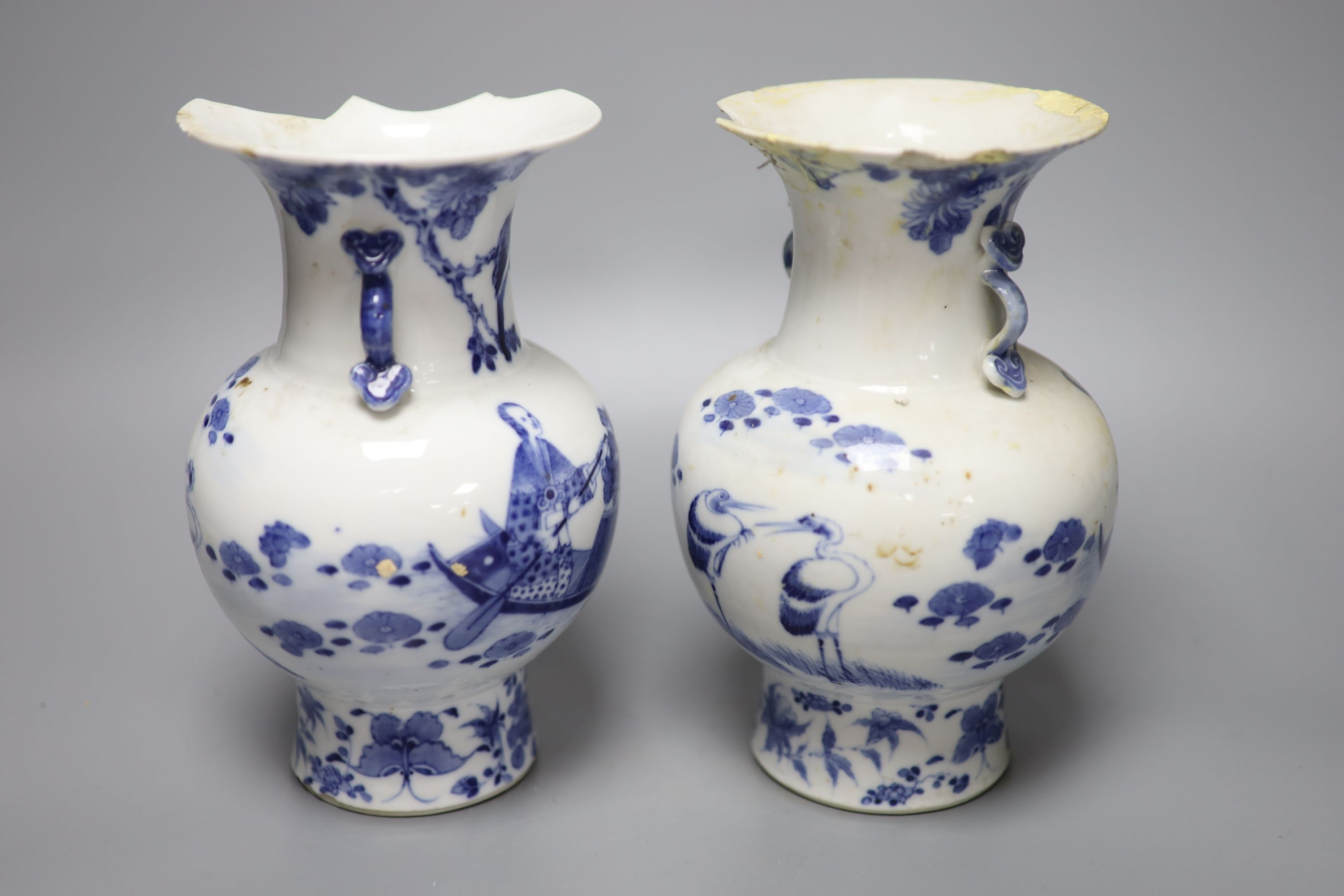 A pair of 19th century Chinese blue and white vases (a.f.), 23cm high - Image 4 of 6