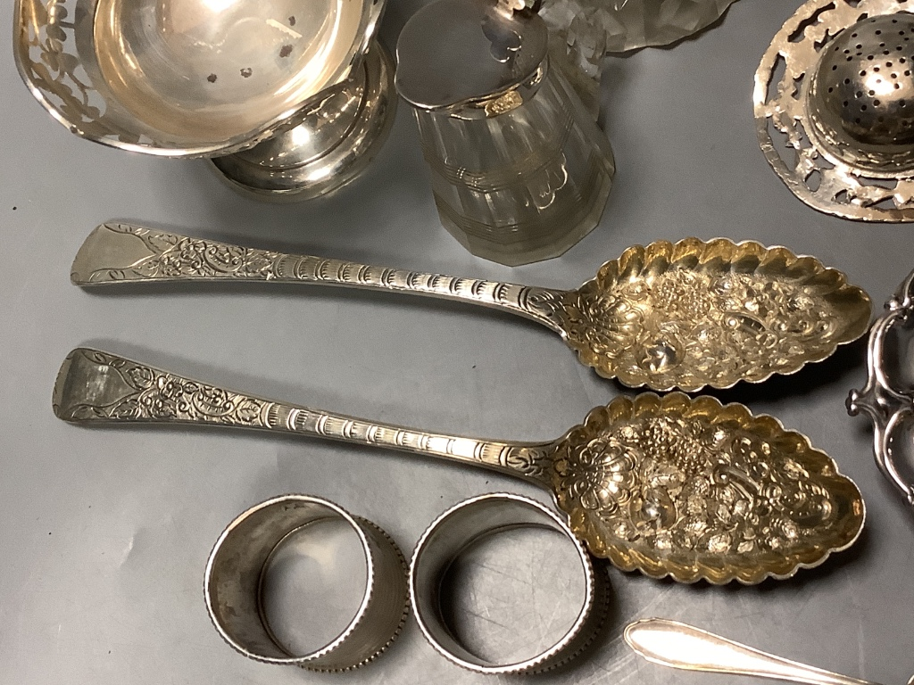 A mixed group of silver including a pair of George III silver Berry spoons, a pair of silver - Image 2 of 4