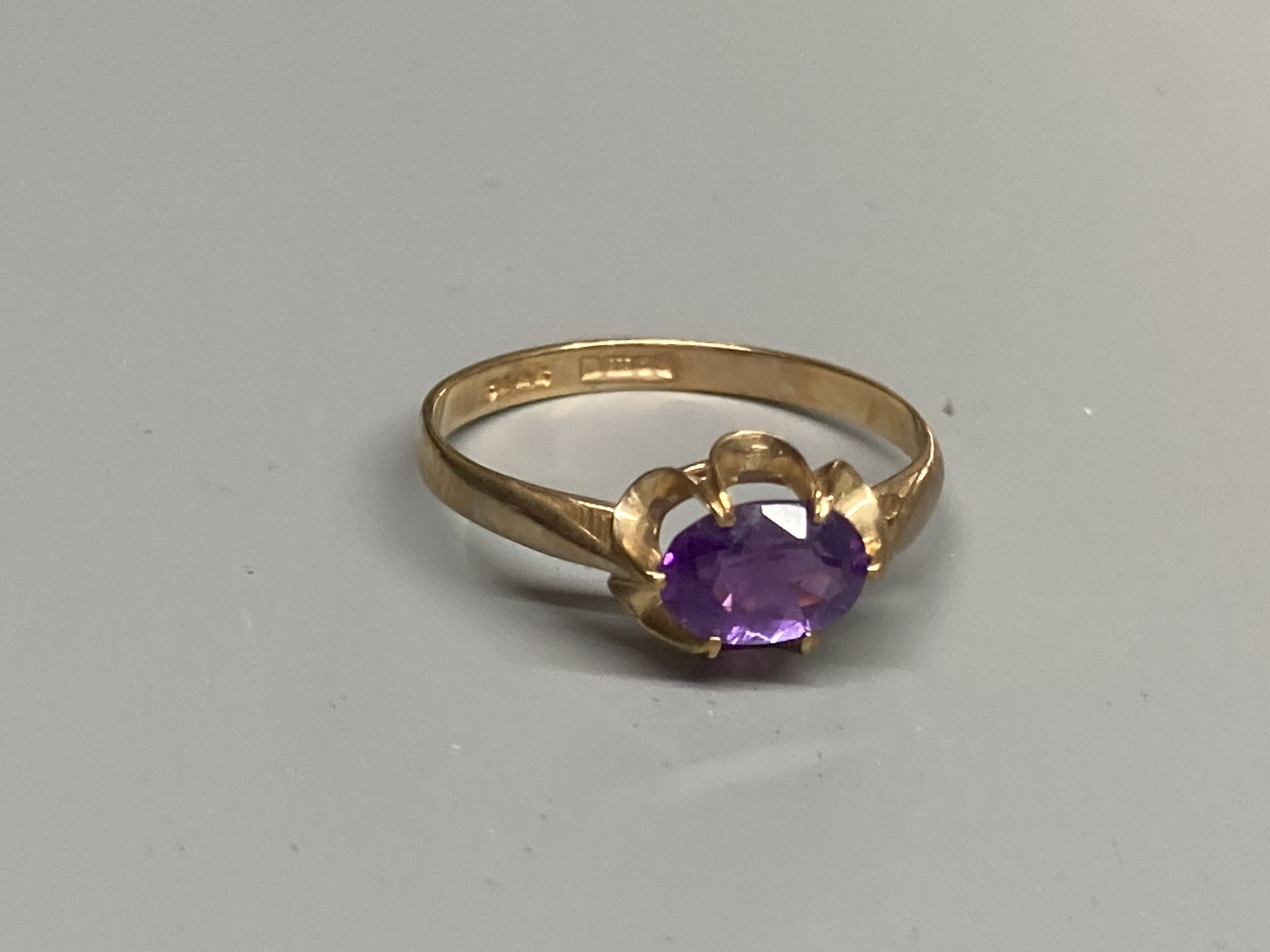 Four assorted modern 9ct gold and gem set rings, a 9ct gold signet ring(cut) and a white metal - Image 2 of 7
