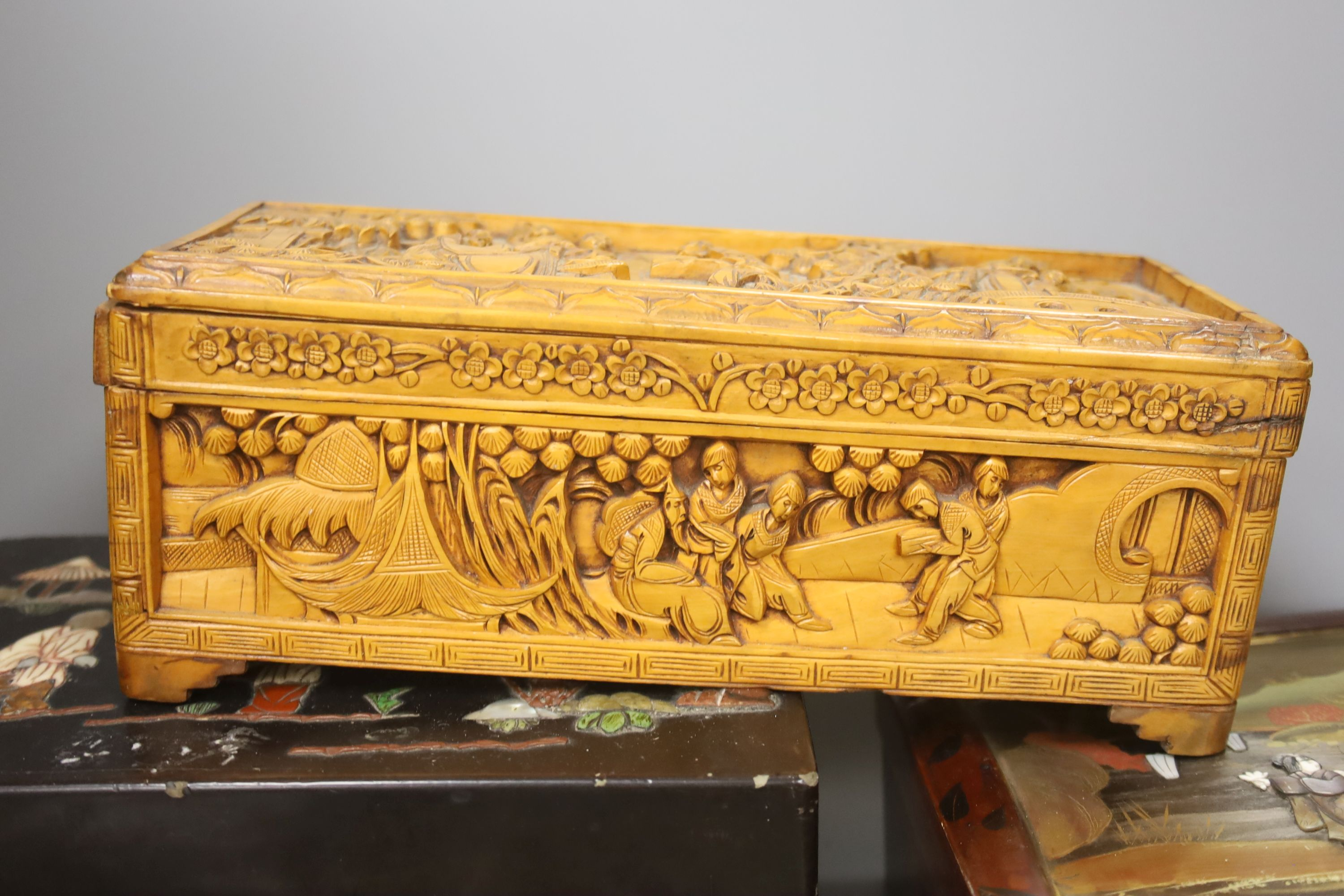 A collection of Chinese lacquered, carved hardwood and other boxes (11) - Image 7 of 9