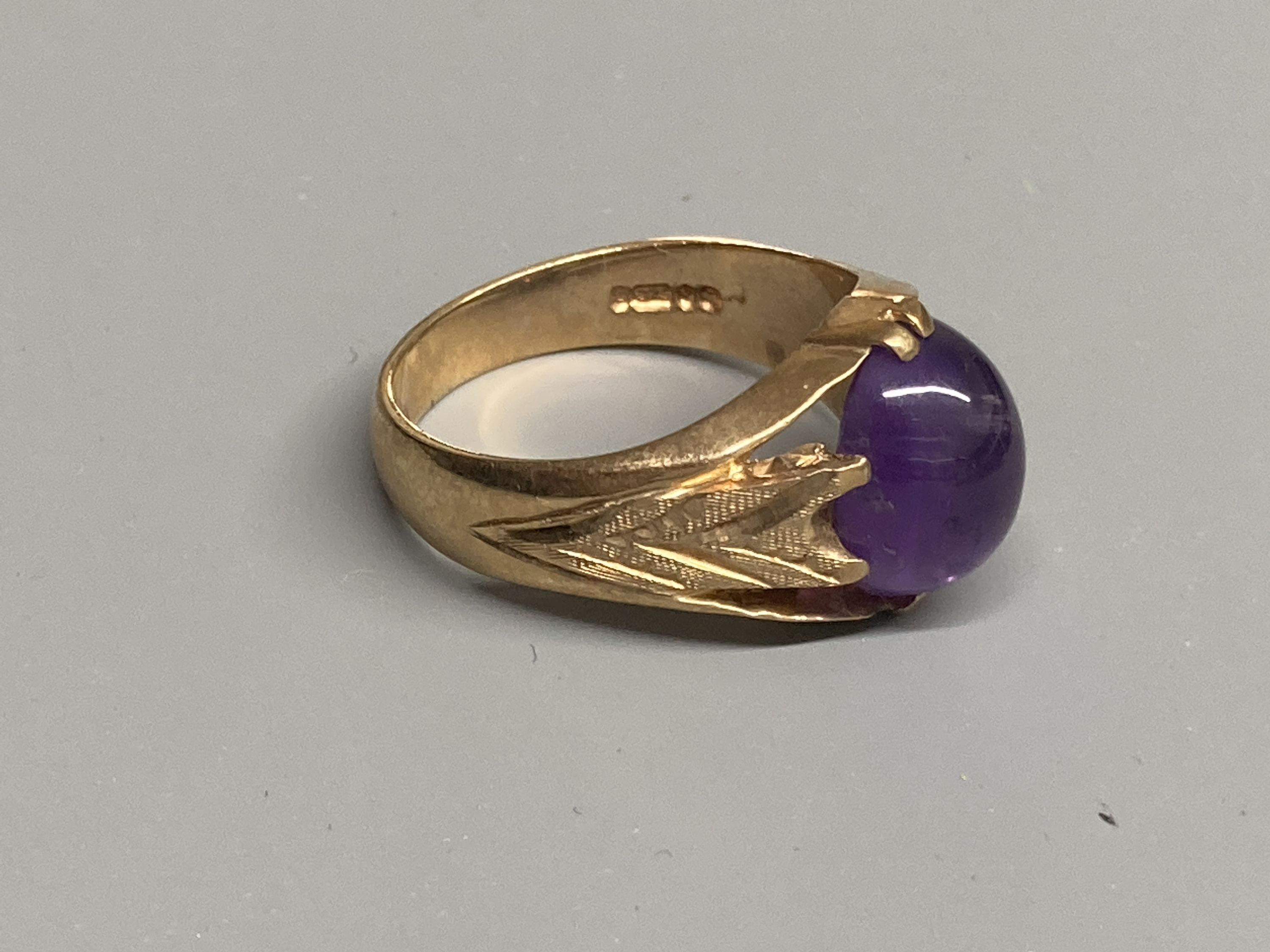 Two modern 9ct gold and cabochon amethyst set dress rings, sizes Q/R & T,gross 11.6 grams. - Image 4 of 4