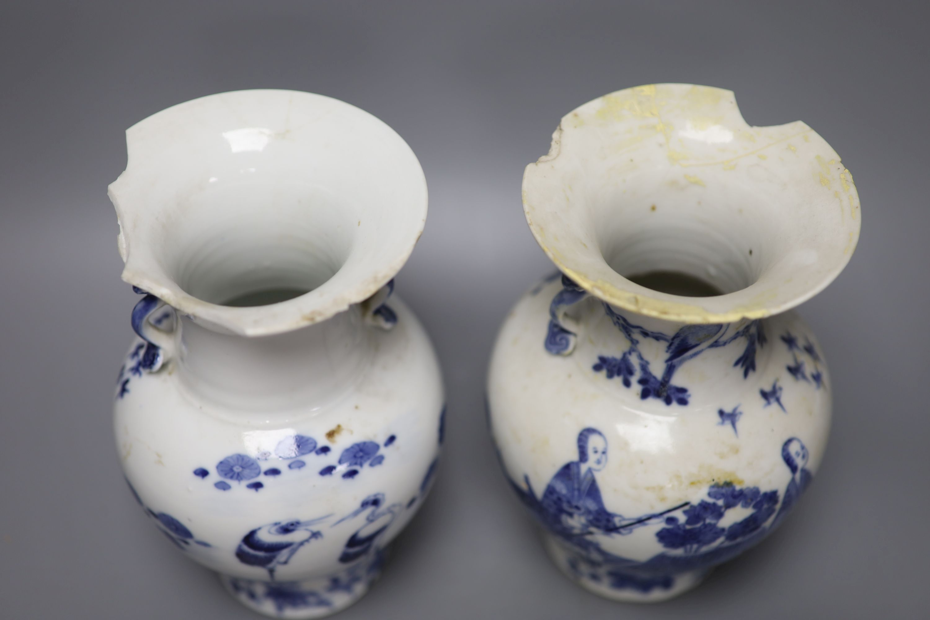 A pair of 19th century Chinese blue and white vases (a.f.), 23cm high - Image 3 of 6