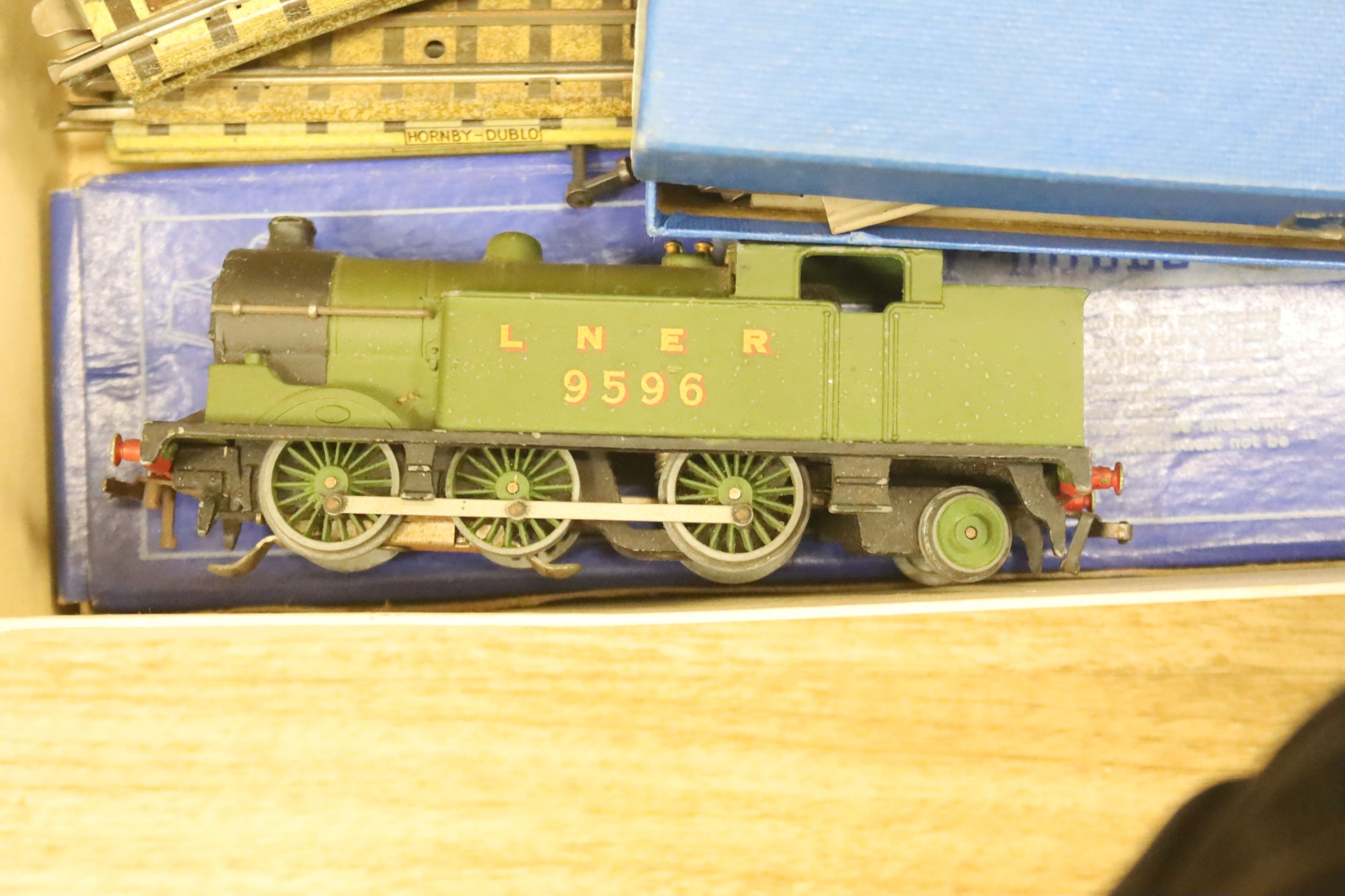A Hornby Dublo EDG7 tank goods train set, an EDL 18 2-6-4 tank locomotive boxed, one other - Image 4 of 5