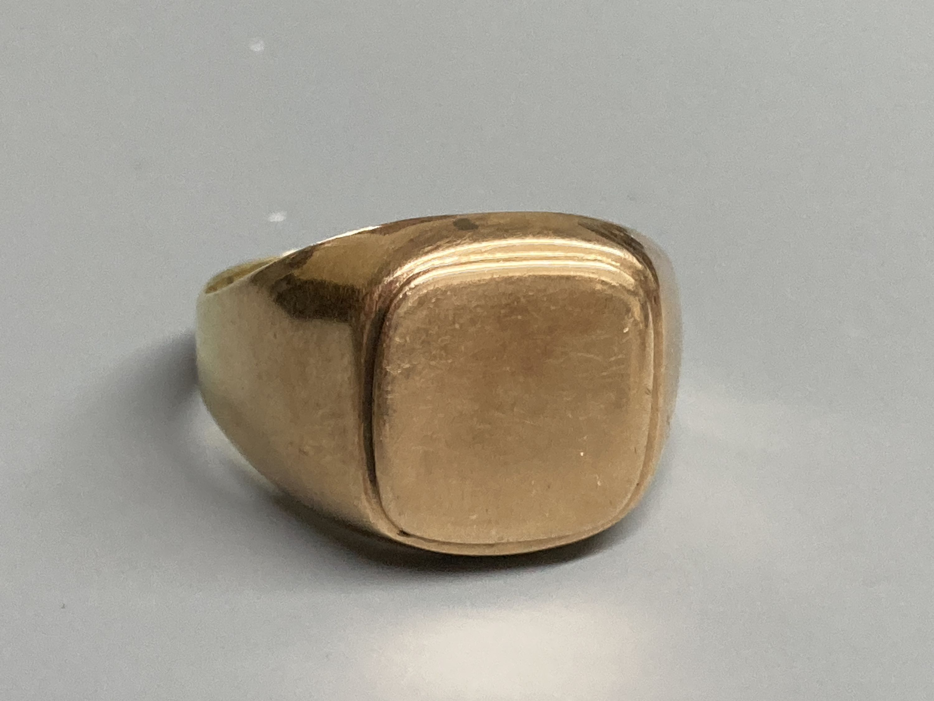 Four assorted modern 9ct gold and gem set rings, a 9ct gold signet ring(cut) and a white metal - Image 7 of 7