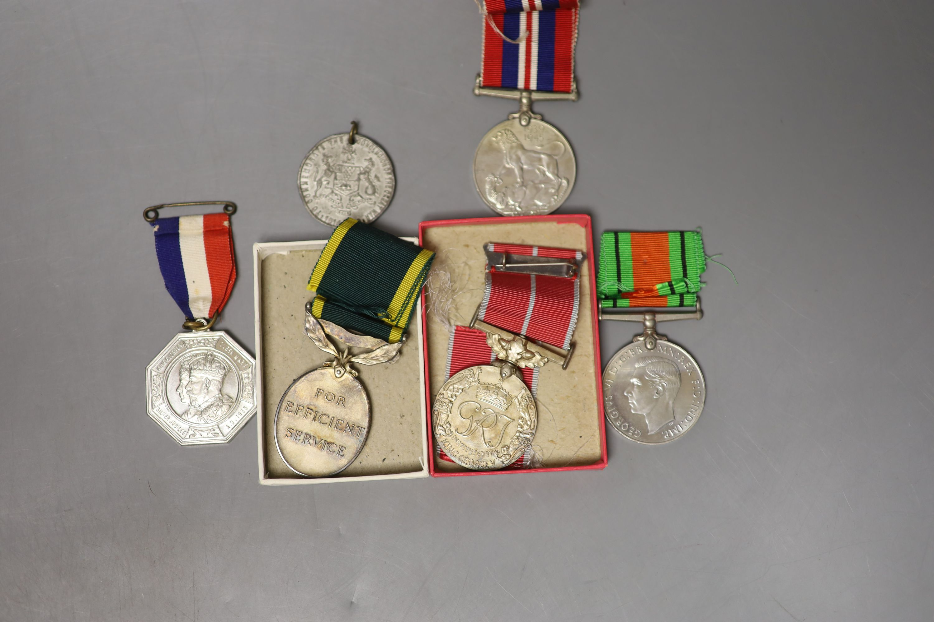 Medals: BEM, Territorial, WM & Victory to Sjt PW Hope RA, with masonoc medal & Jubilee medal - Image 2 of 2