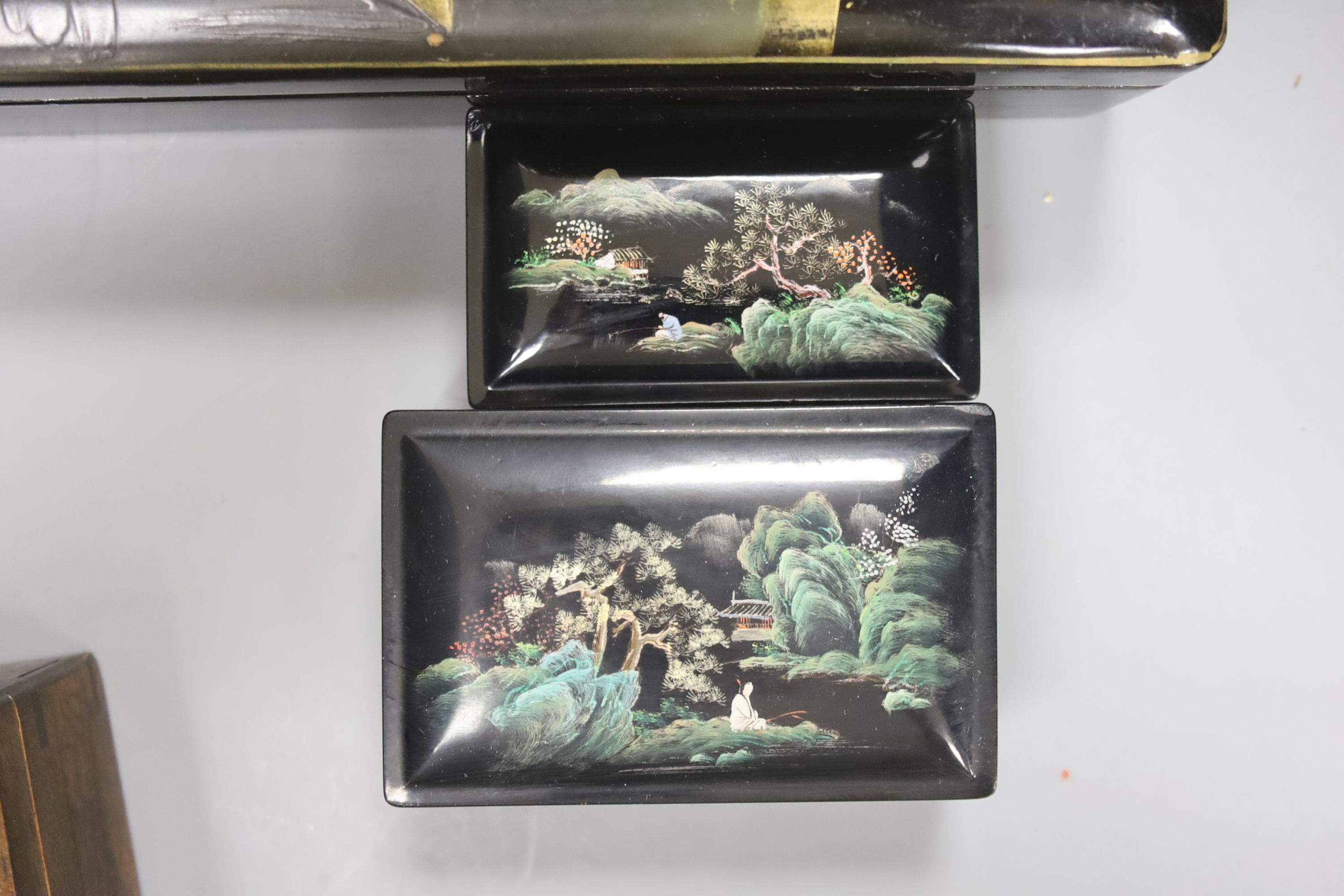 A collection of Chinese lacquered, carved hardwood and other boxes (11) - Image 4 of 9