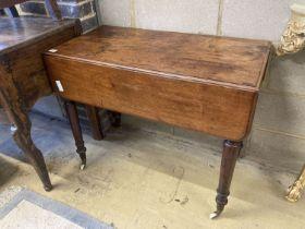 A Victorian mahogany Pembroke table, width 88cm, depth 43cm, height 70cm
