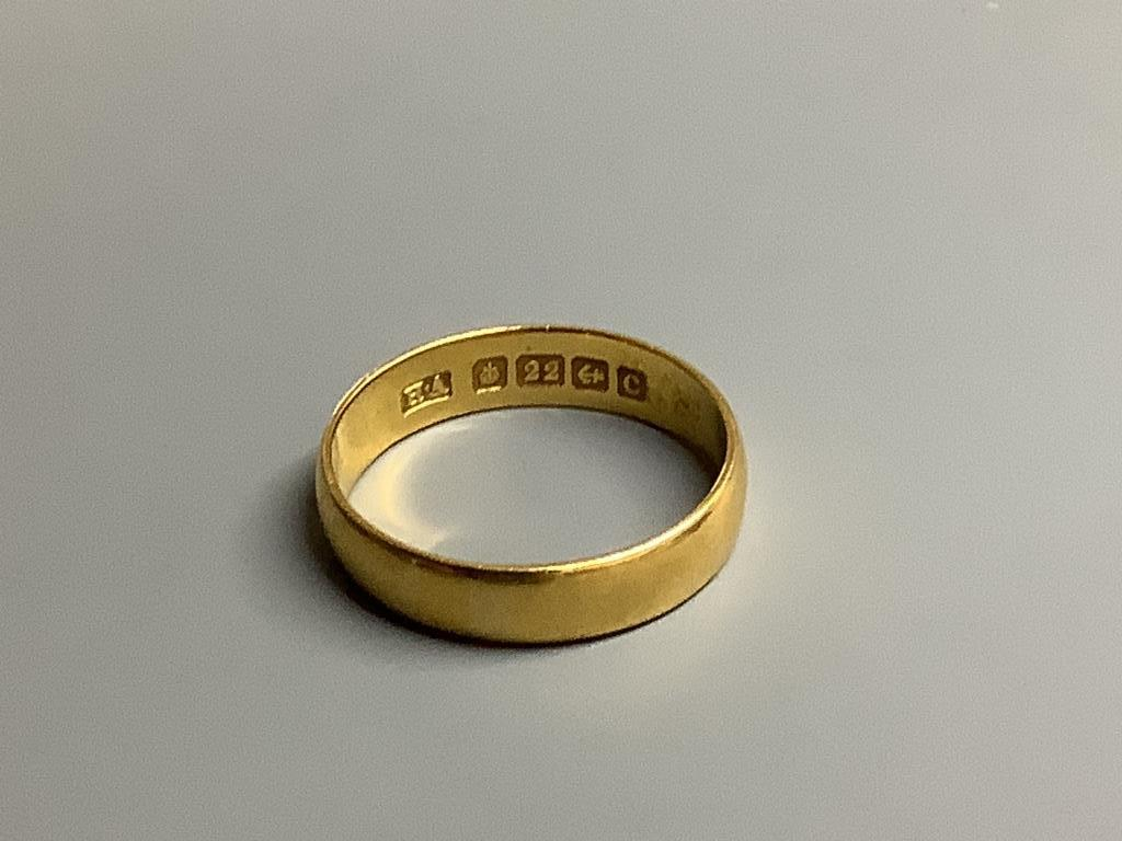 A 22ct gold wedding band,4 grams. - Image 2 of 2