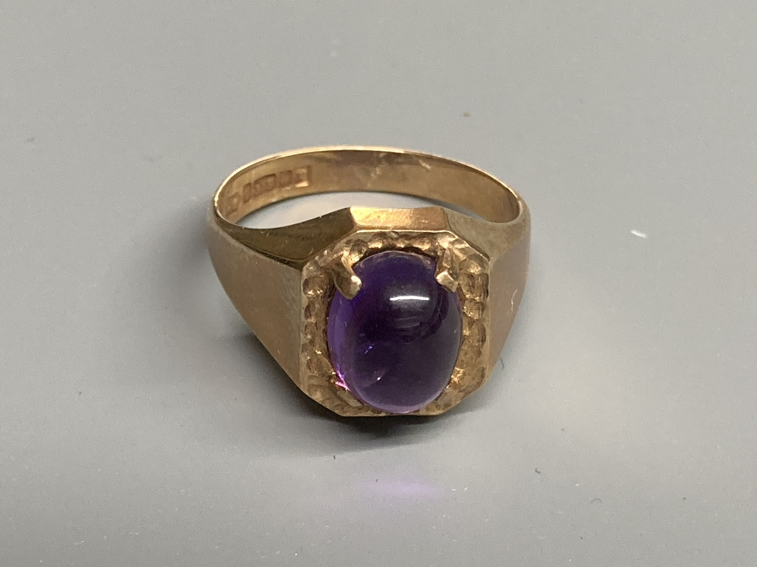 Two modern 9ct gold and cabochon amethyst set dress rings, sizes Q/R & T,gross 11.6 grams. - Image 2 of 4
