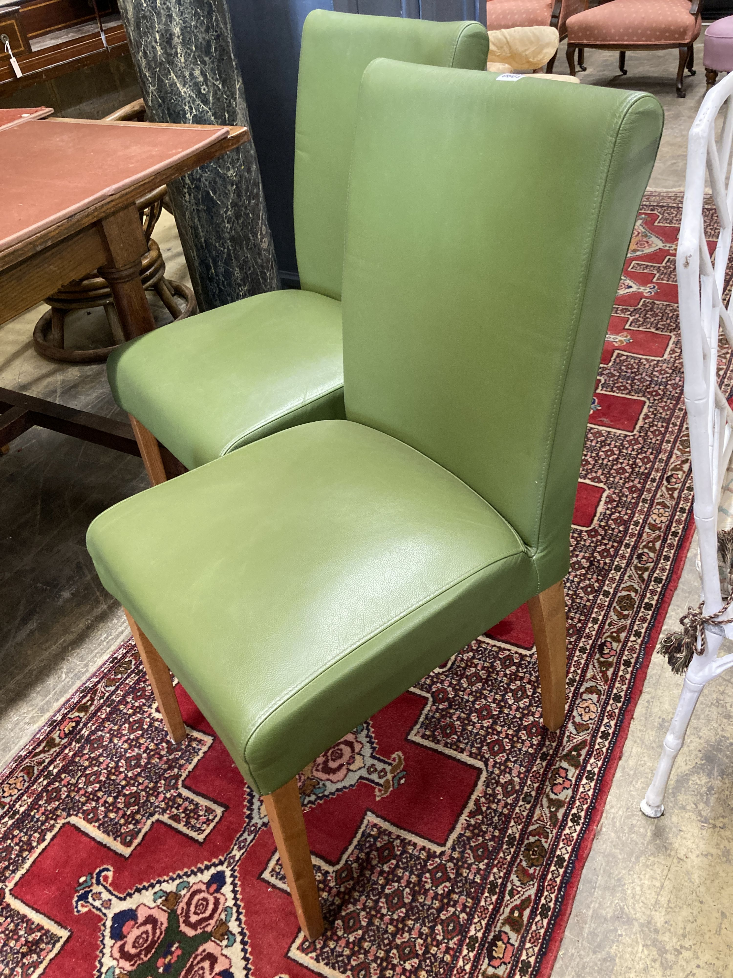 A set of eight contemporary oak and green leather dining chairs - Image 2 of 4
