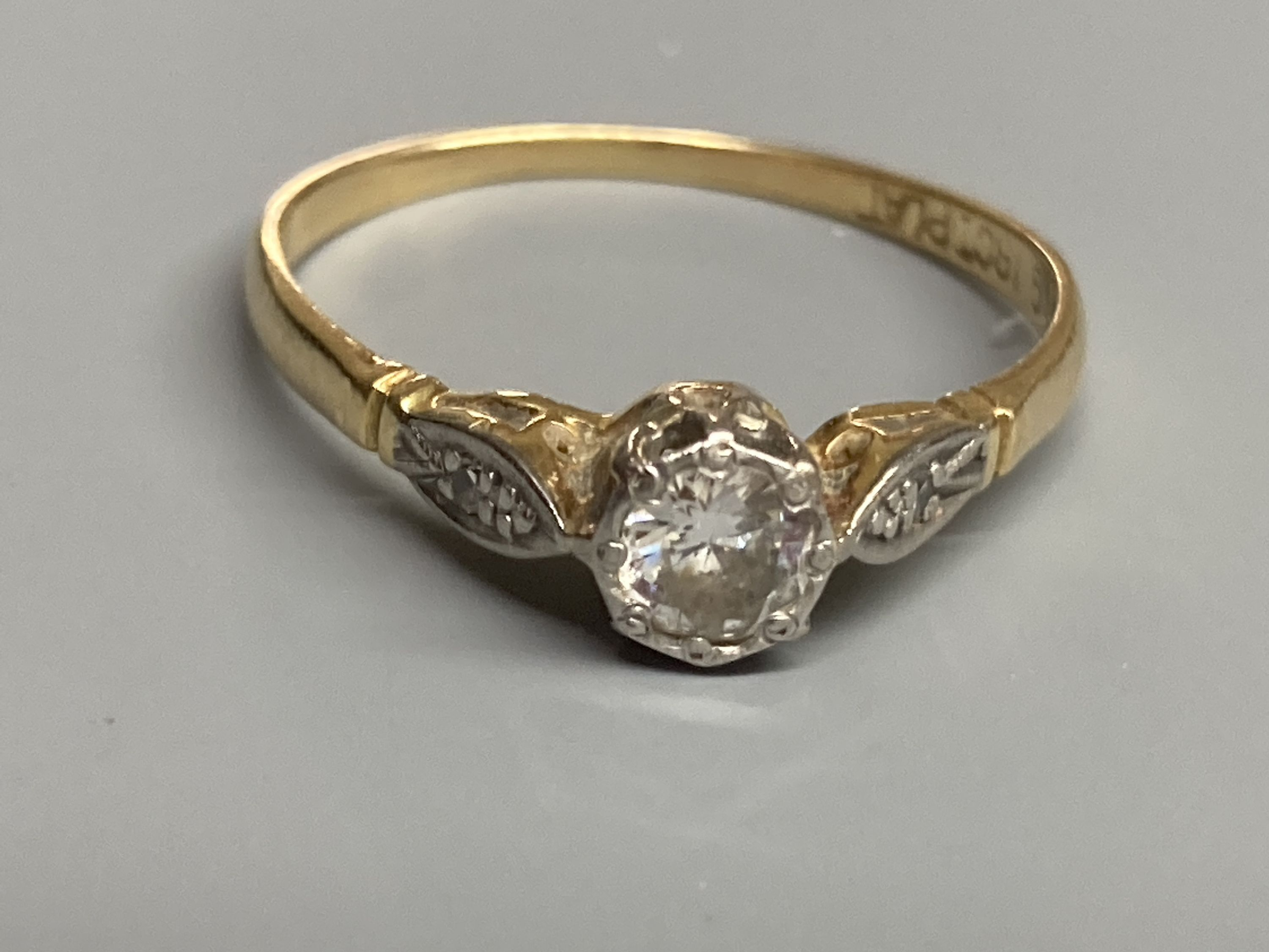 An 18ct & plat, single stone diamond ring, with diamond set shoulders, size P, gross 1.9 grams. - Image 2 of 3