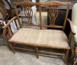 An Edwardian mahogany chair back settee, length 106cm