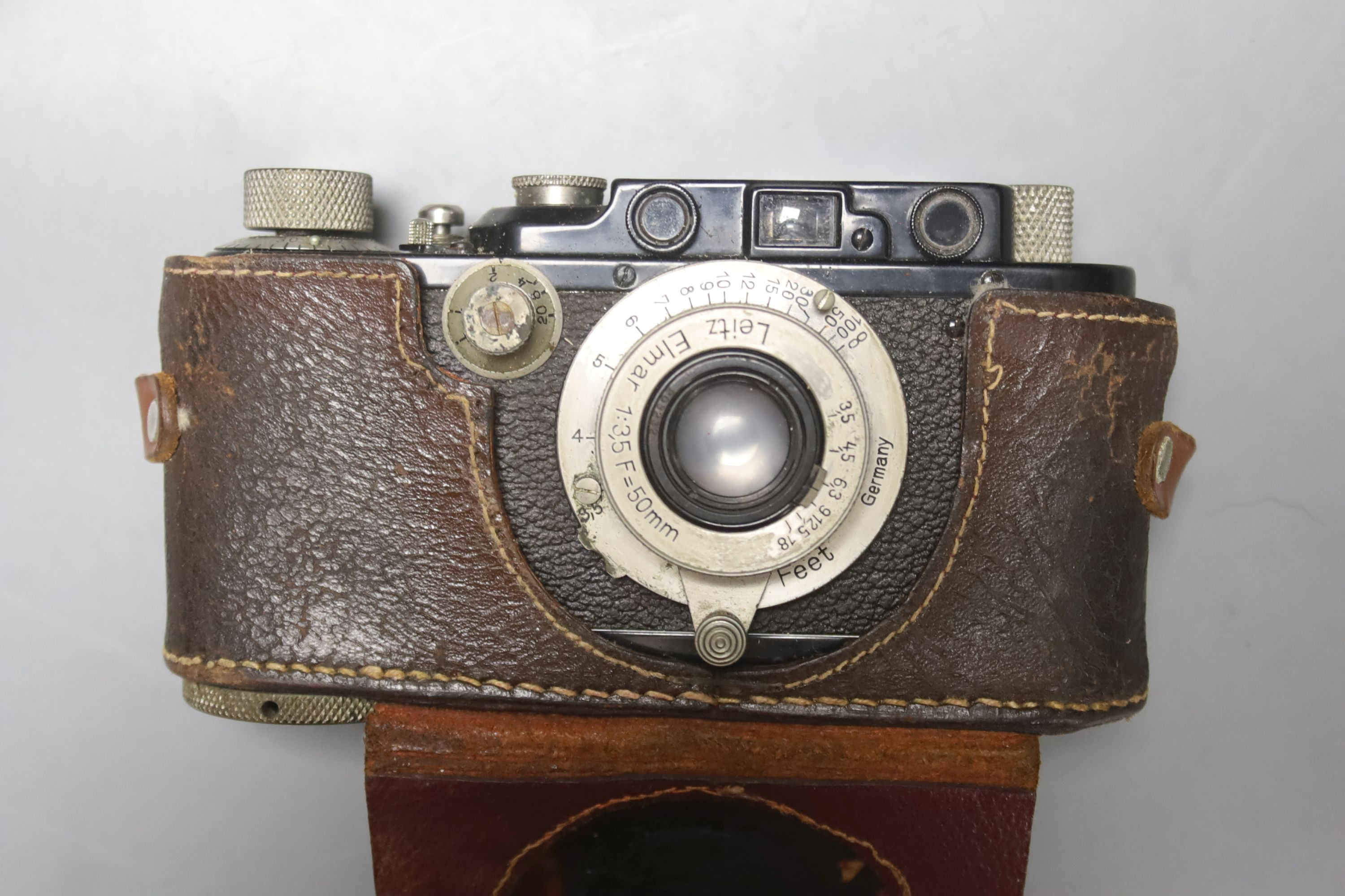 A Leica standard camera, number 145405 (1934), with leather case and a book - Image 2 of 7