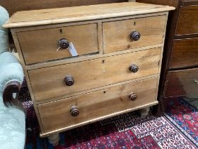 A small Victorian pine chest of drawers, width 89cm, depth 45cm, height 84cm