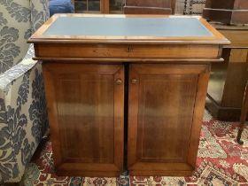 A Victorian style mahogany traveller's desk, width 82cm (closed), depth 49cm, height 84cm