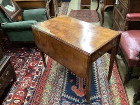A George III satinwood Pembroke table, width 50cm, depth 87cm, height 71cm