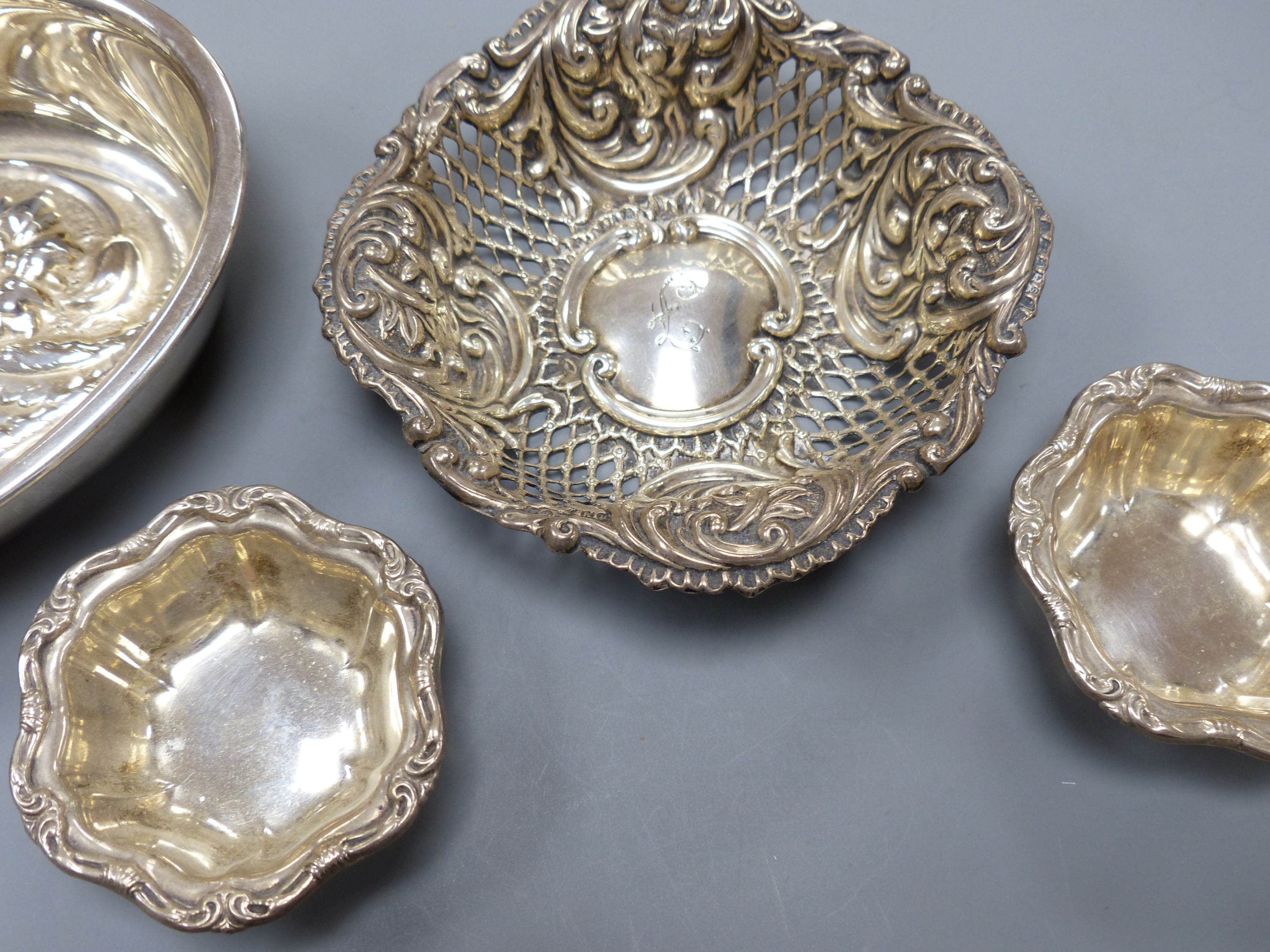 An Italian 8000 standard white metal oval bowl, 15.8cm, two small Birks sterling salts and a - Image 4 of 4