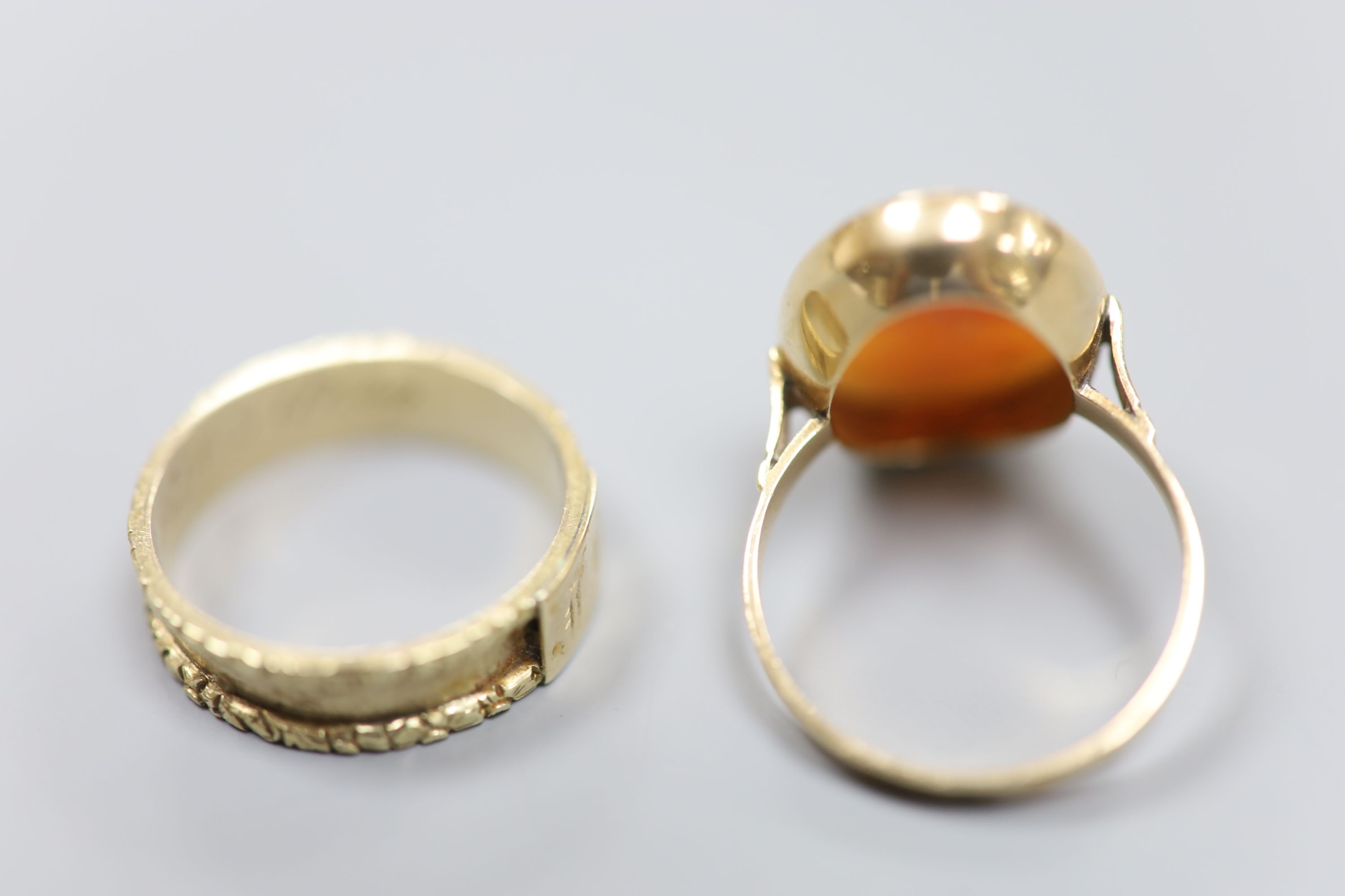 A William IV yellow metal mourning ring (lacking black enamel), with engraved initial and - Image 3 of 3
