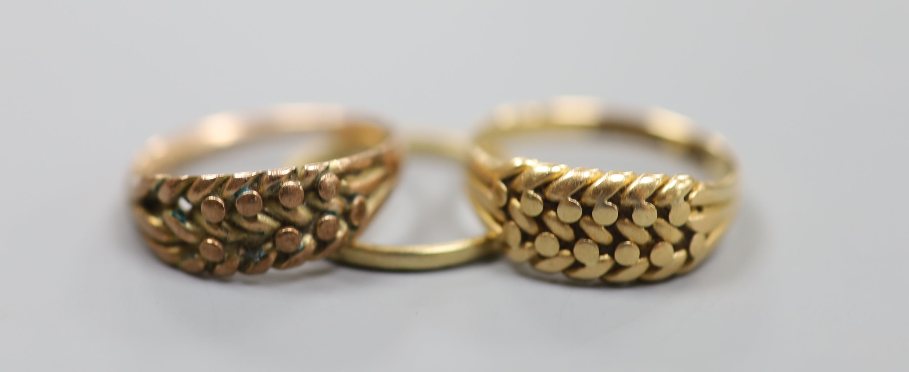 Three assorted 9ct gold rings,8.3 grams.