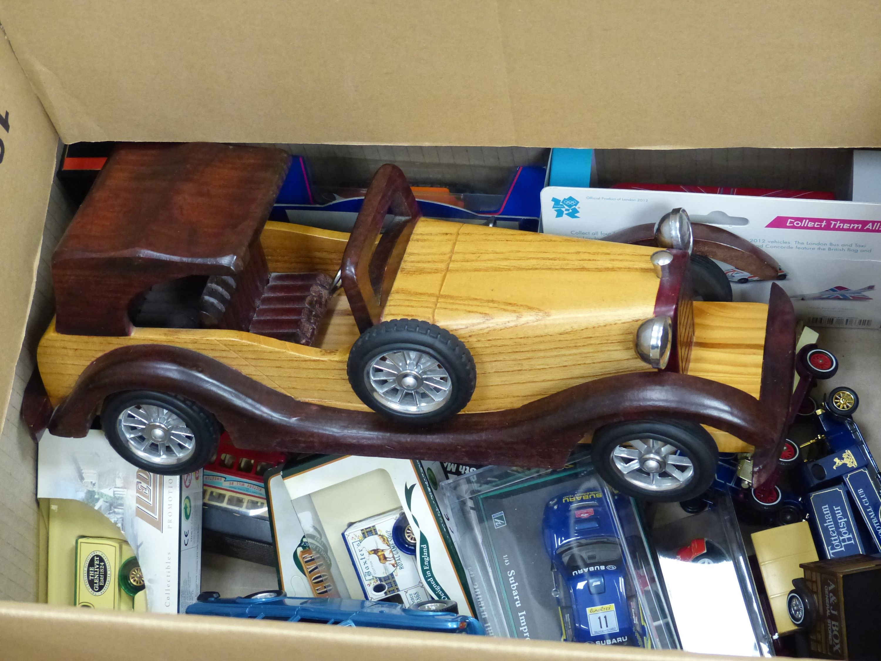 A collection of Matchbox, Dinky and other model cars and other toys - Image 3 of 6