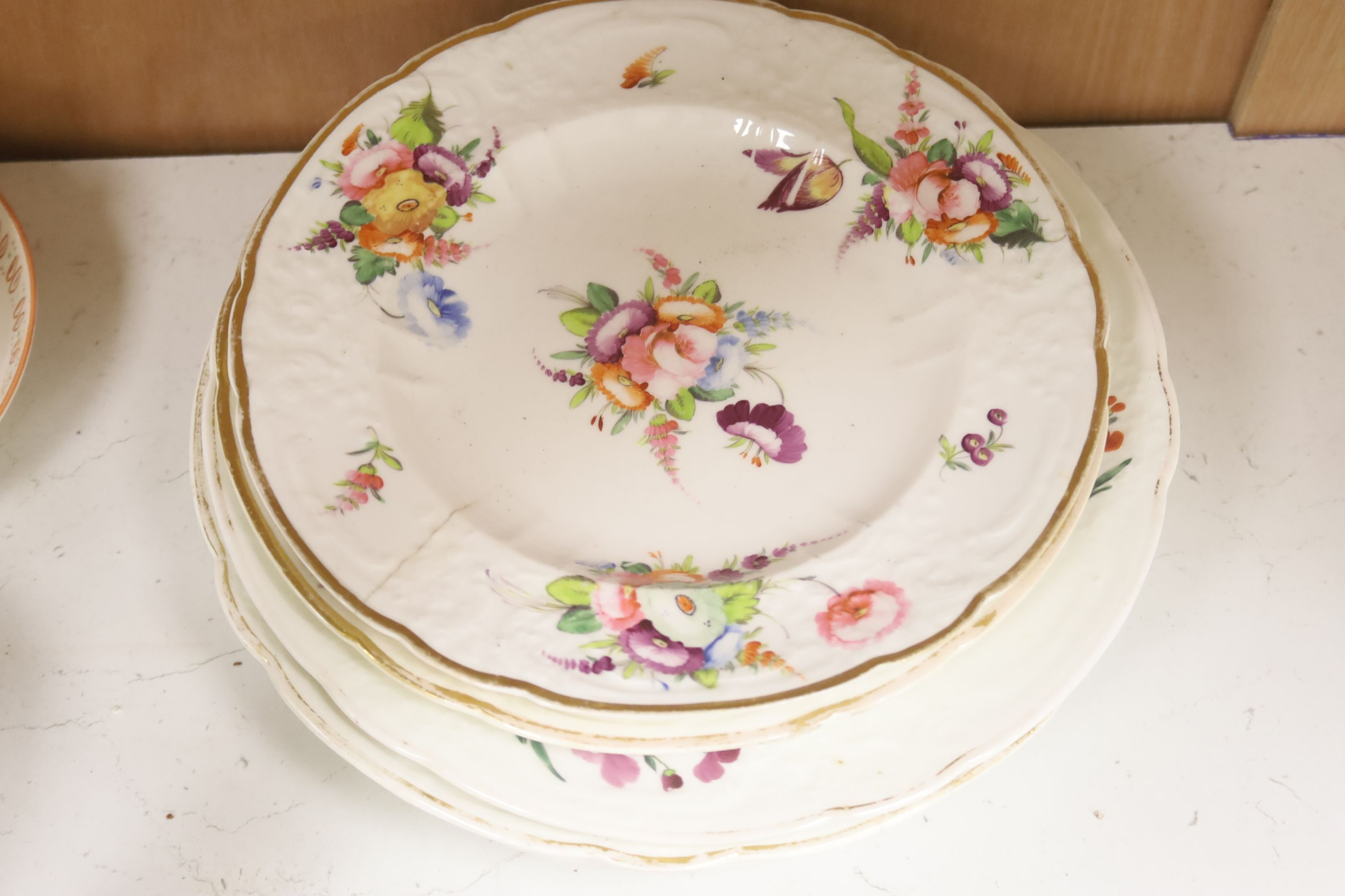 A group of late 18th / early 19th century English porcelain teaware and plates,together with a - Image 3 of 6