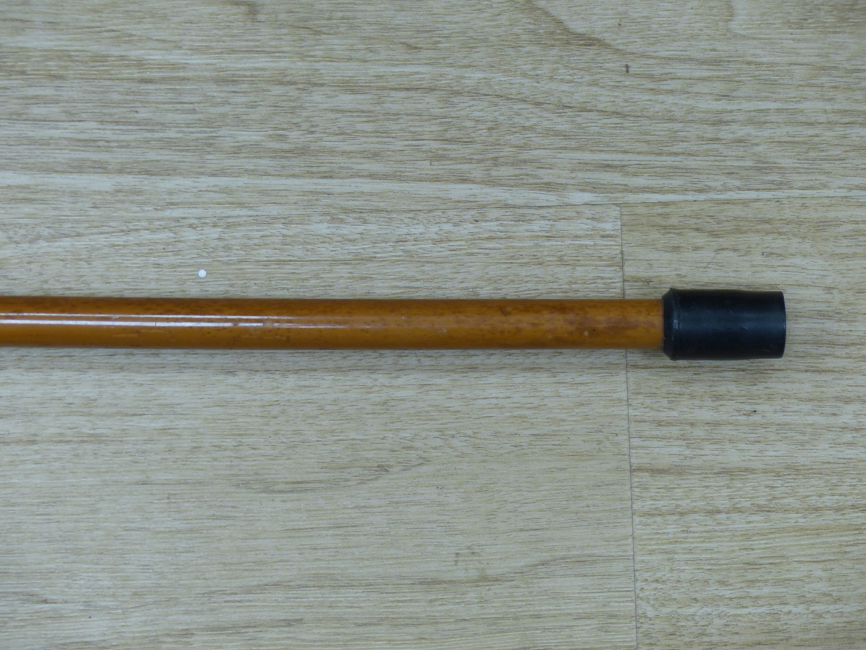 Art Art Deco walking stick with amber-coloured Bakelite handle and 18ct gold band, length 81cm - Image 3 of 4