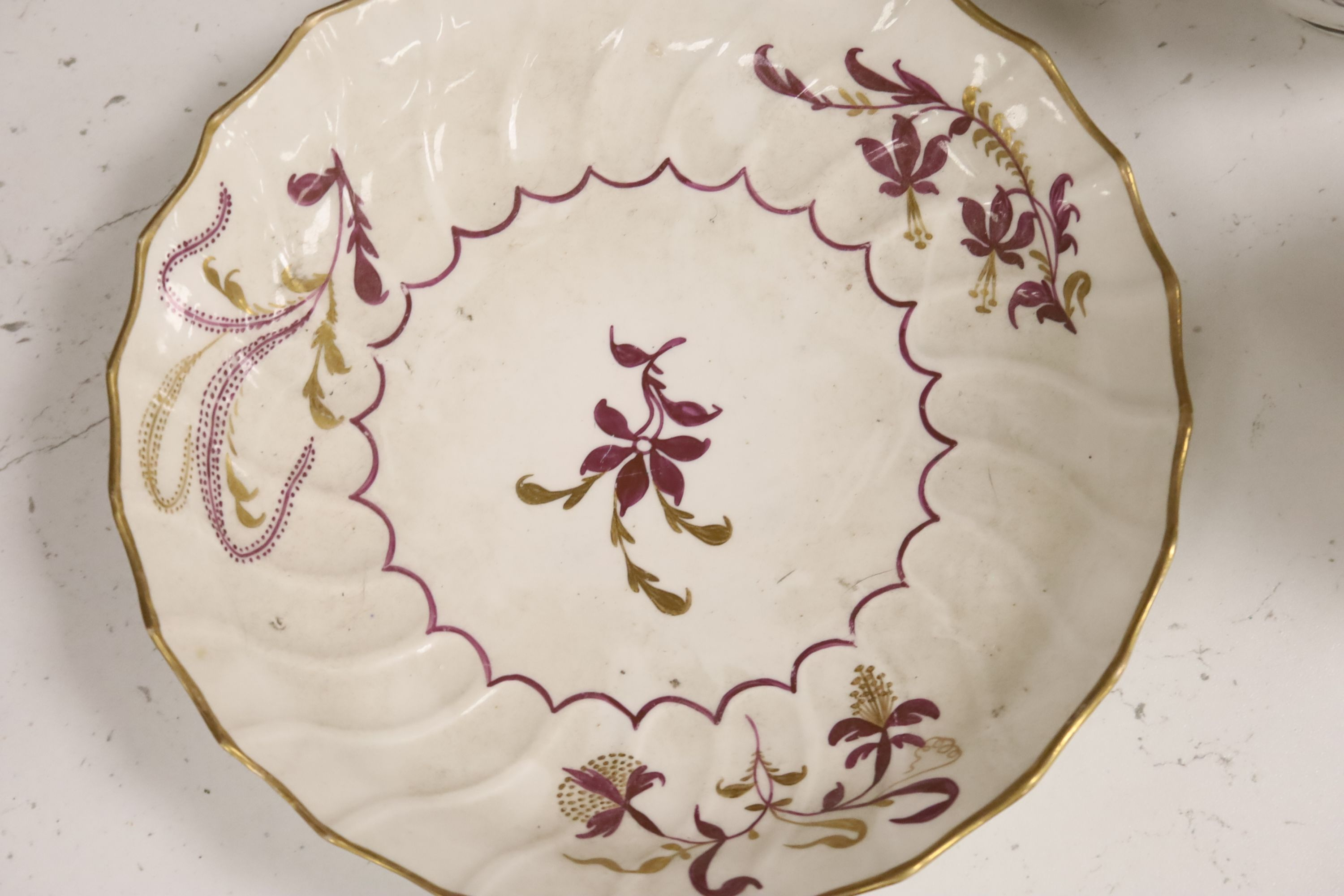 A group of late 18th / early 19th century English porcelain teaware and plates,together with a - Image 5 of 6