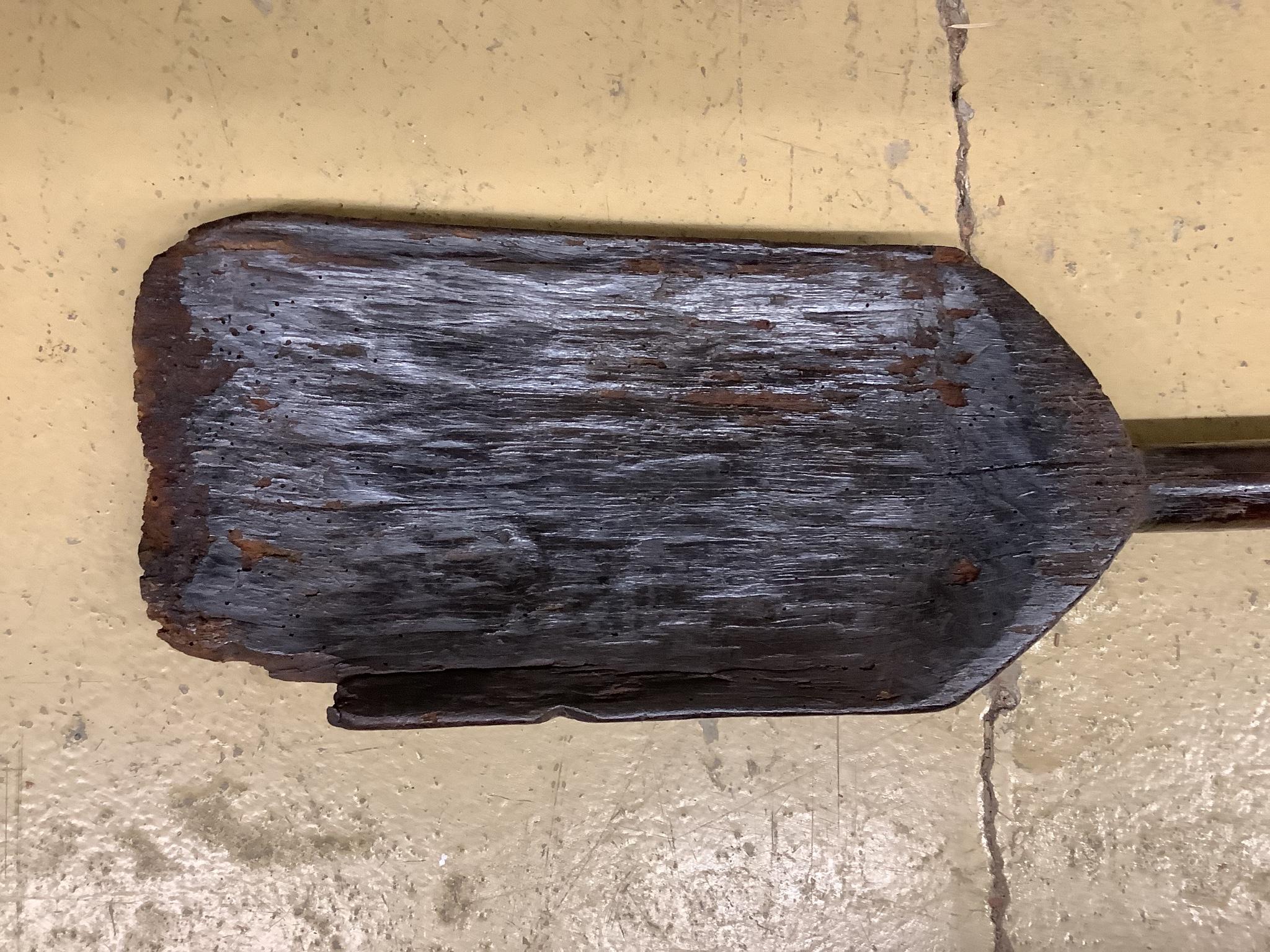 A 19th century malt shovel, length 100cm - Image 2 of 3