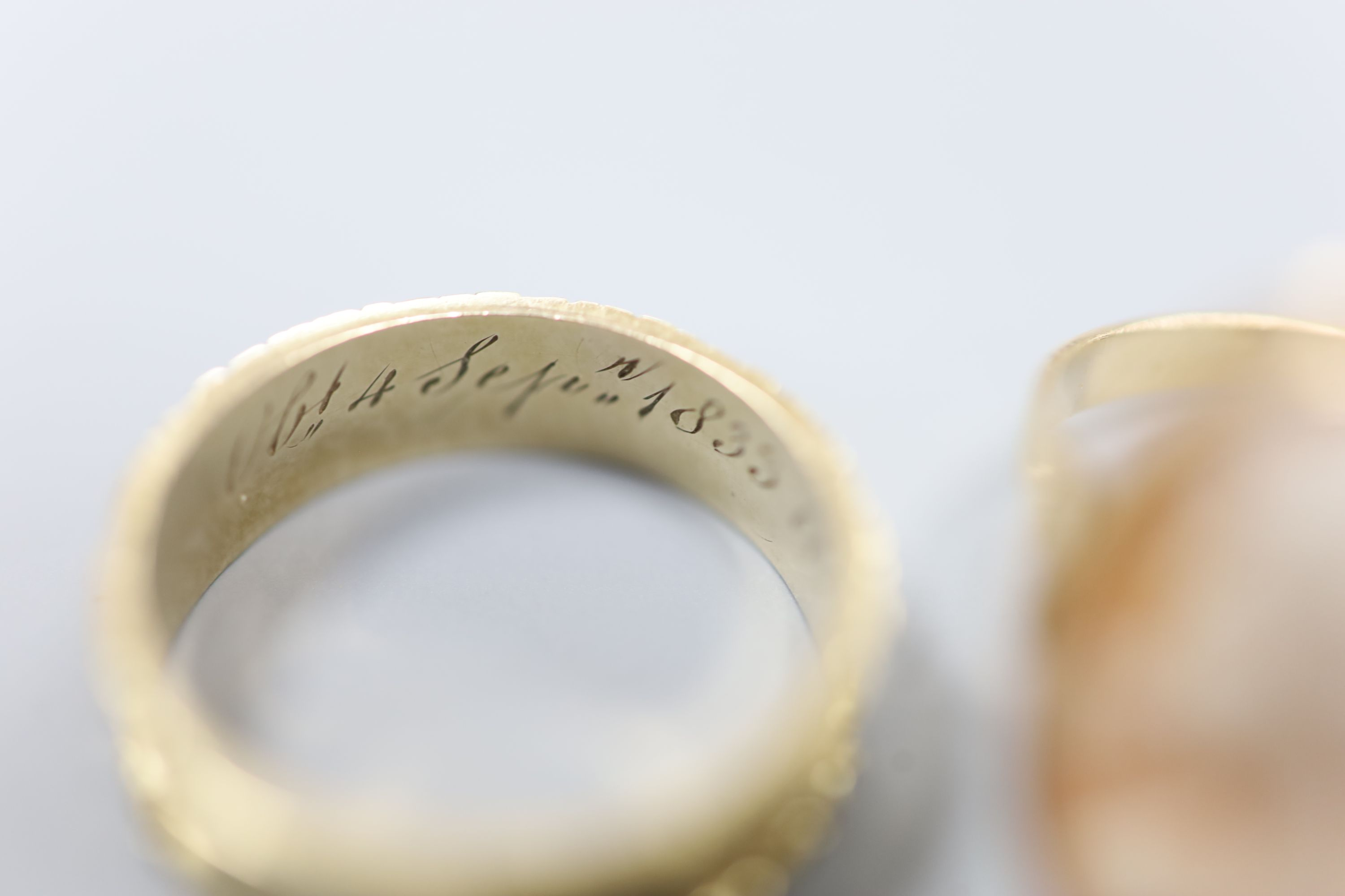 A William IV yellow metal mourning ring (lacking black enamel), with engraved initial and - Image 2 of 3