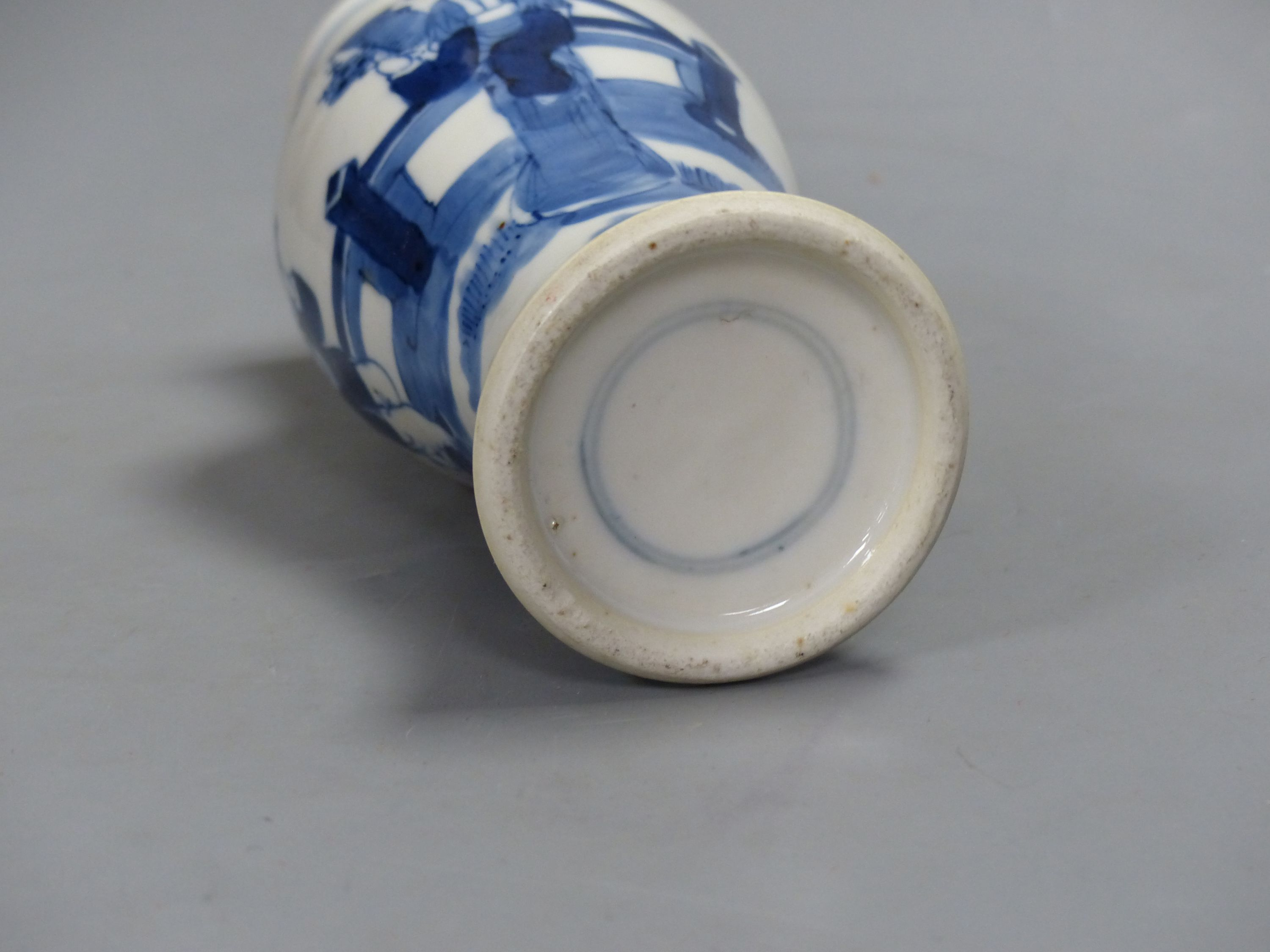 A 19th century Chinese blue and white vase, height 21cm - Image 4 of 4