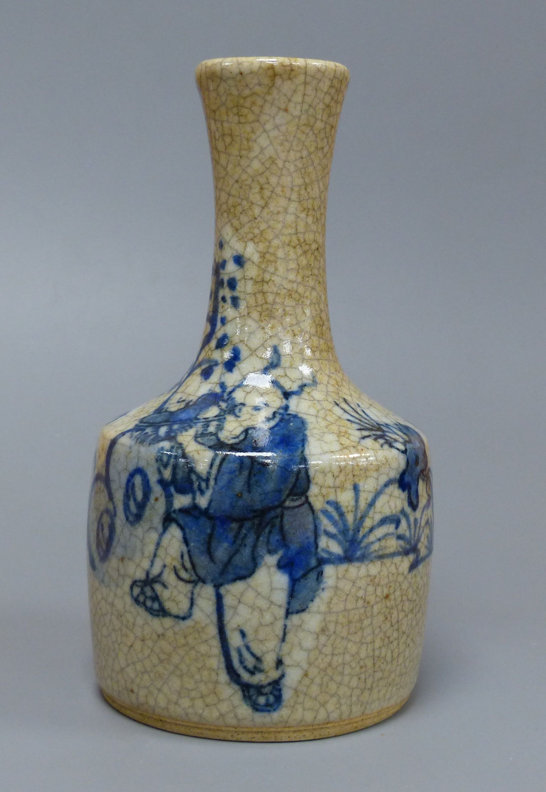A Chinese blue and white crackle glaze bottle vase, height 15cm