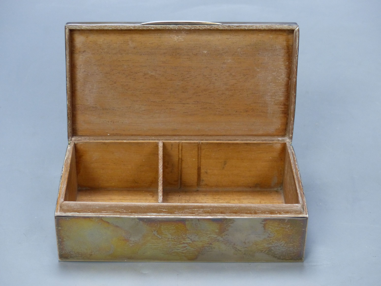 A George V silver mounted rectangular cigarette box, Birmingham, 1925, 16.6cm. - Image 6 of 6