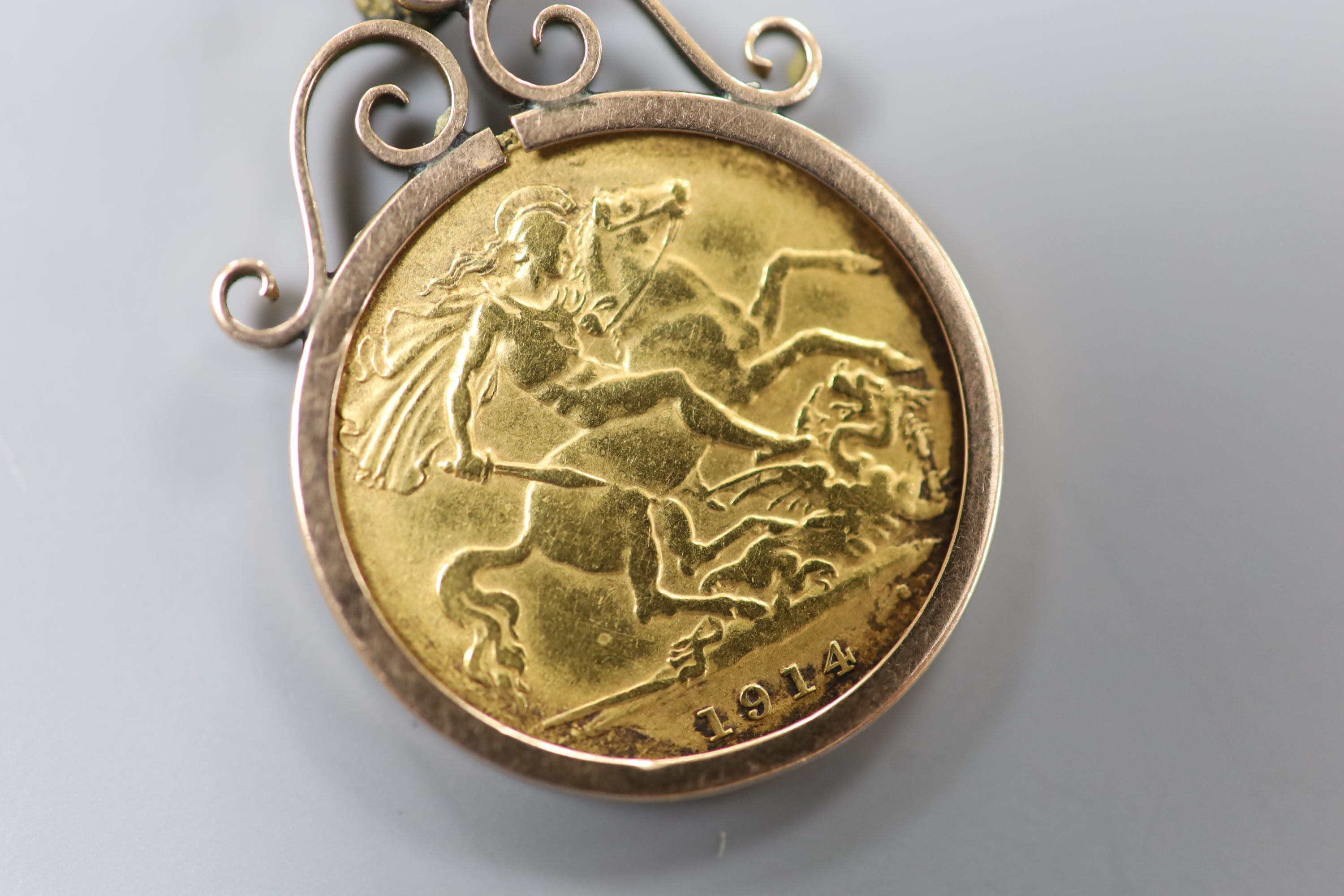 A 1914 gold half sovereign in a yellow metal pendant mount,gross 5.4 grams. - Image 2 of 3
