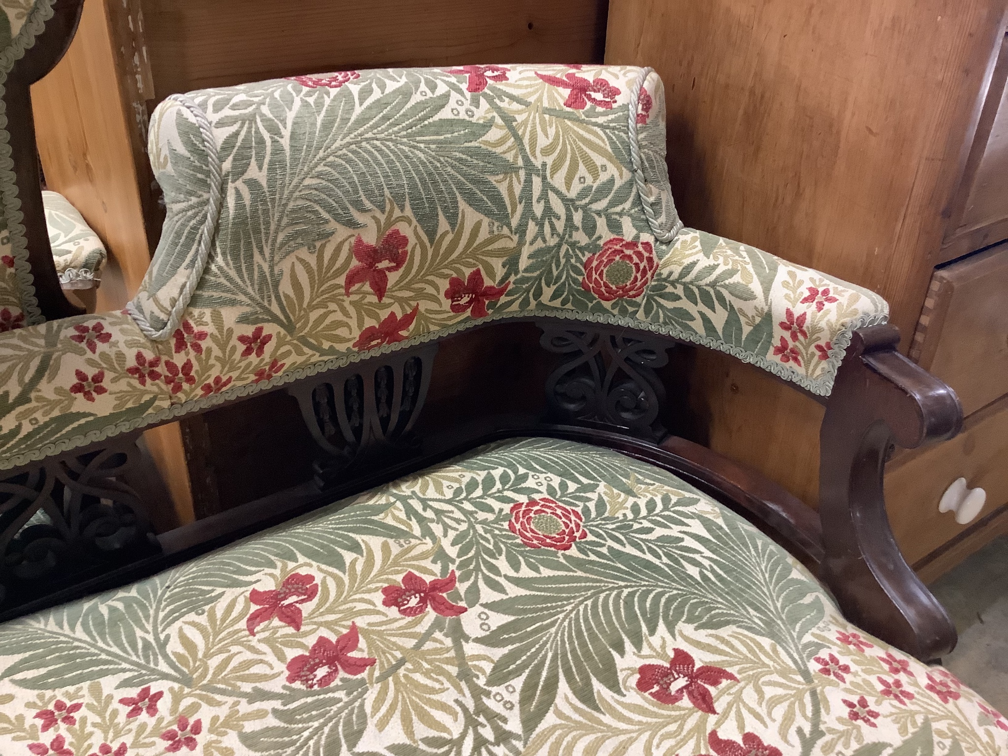 A Victorian mahogany chaise longue - Image 2 of 3