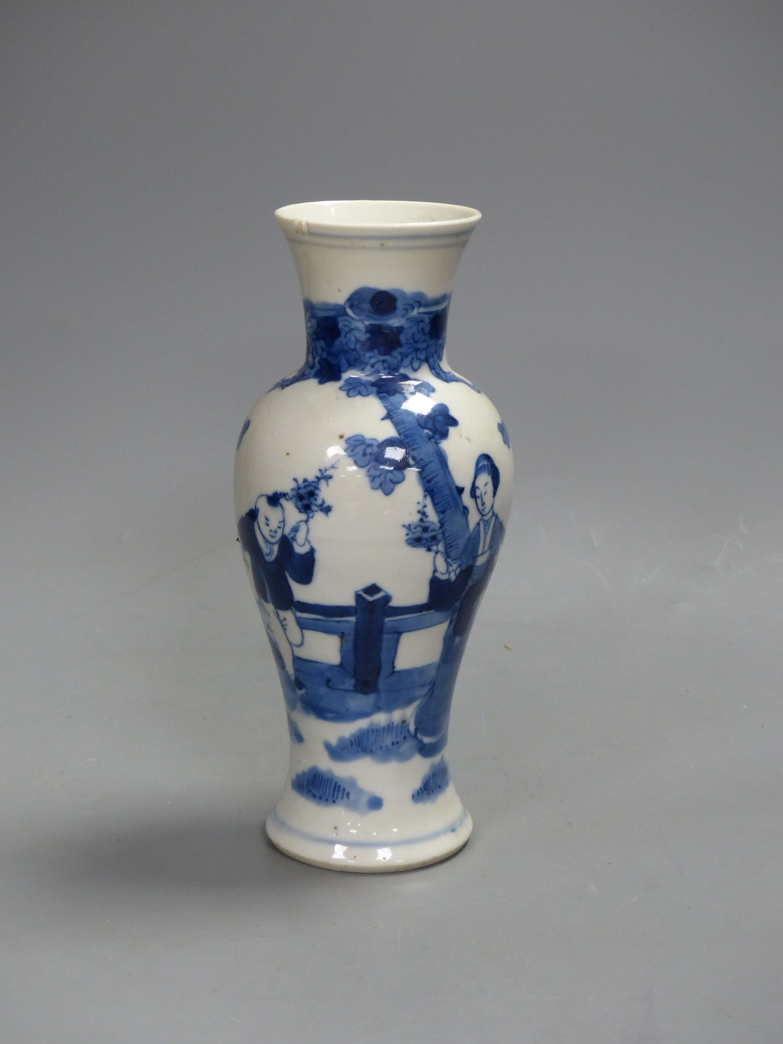 A 19th century Chinese blue and white vase, height 21cm