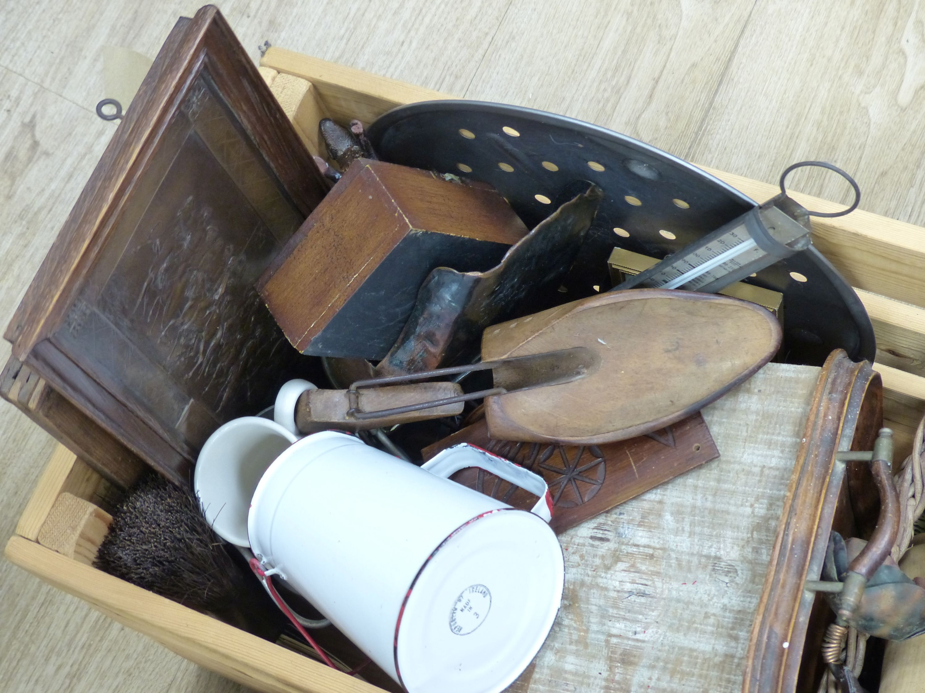 A quantity of mixed kitchenalia and other collectables - Image 4 of 4