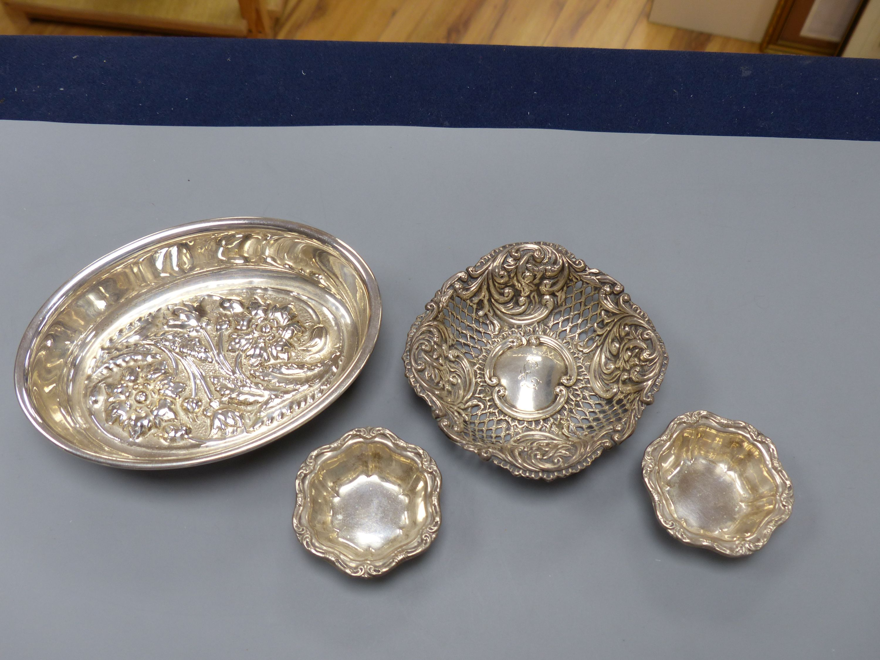An Italian 8000 standard white metal oval bowl, 15.8cm, two small Birks sterling salts and a - Image 2 of 4