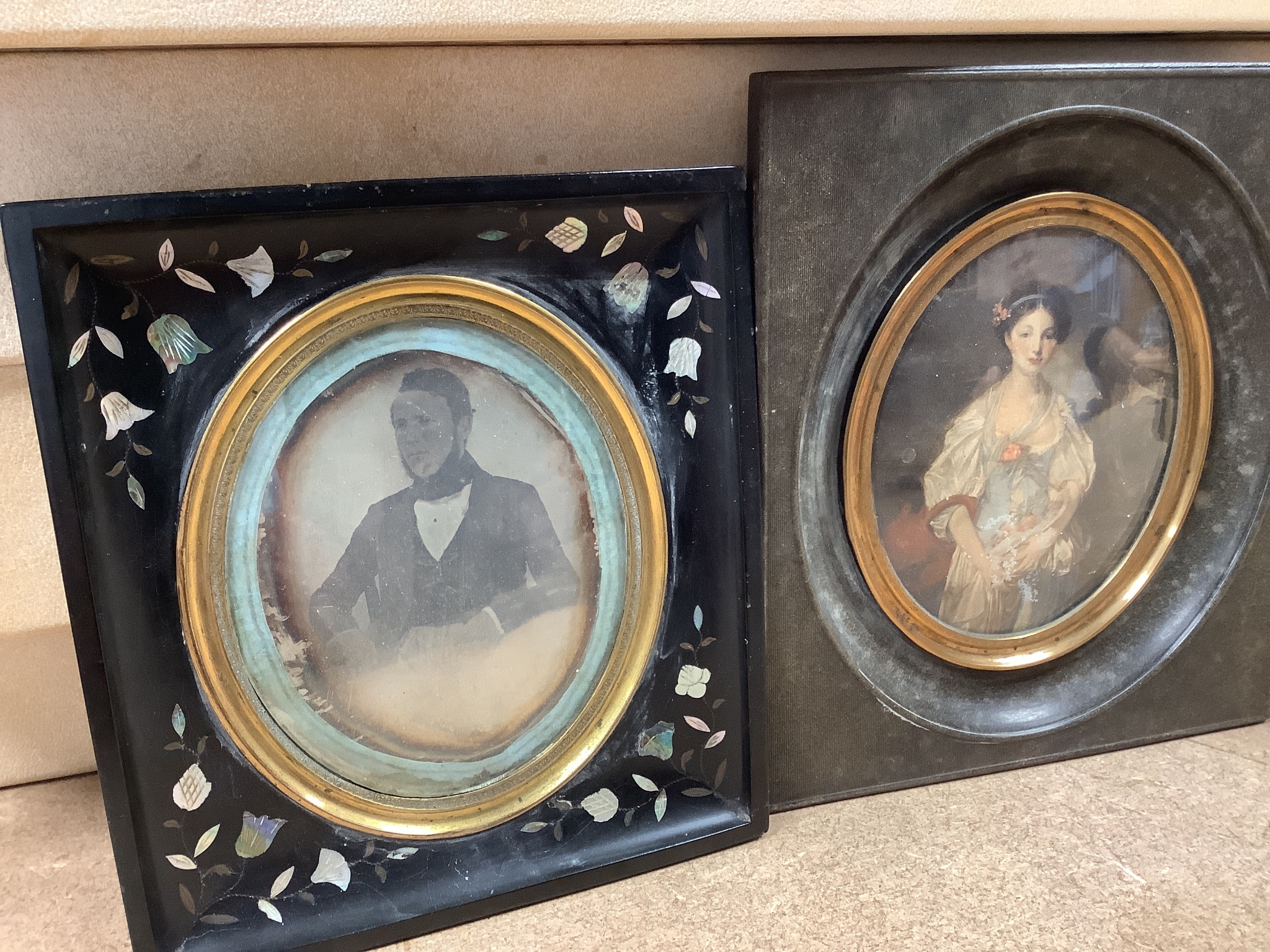 A 19th century Daguerreotype portrait of a gentleman, together with a small Russian painted icon, a - Image 2 of 4
