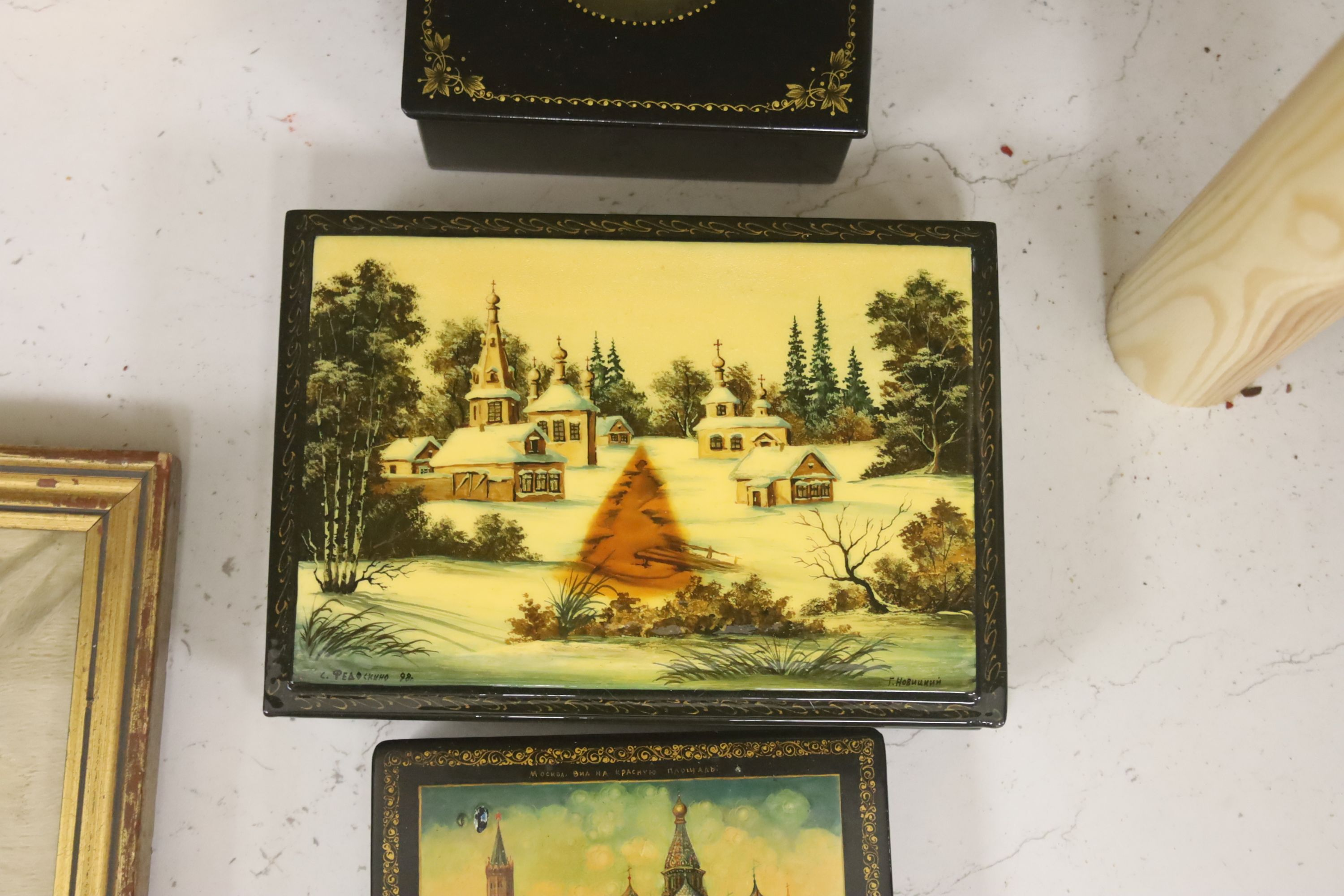 Six Russian Papier mache boxes, each decorated with churches or cathedrals, largest 17 cm - Image 4 of 6
