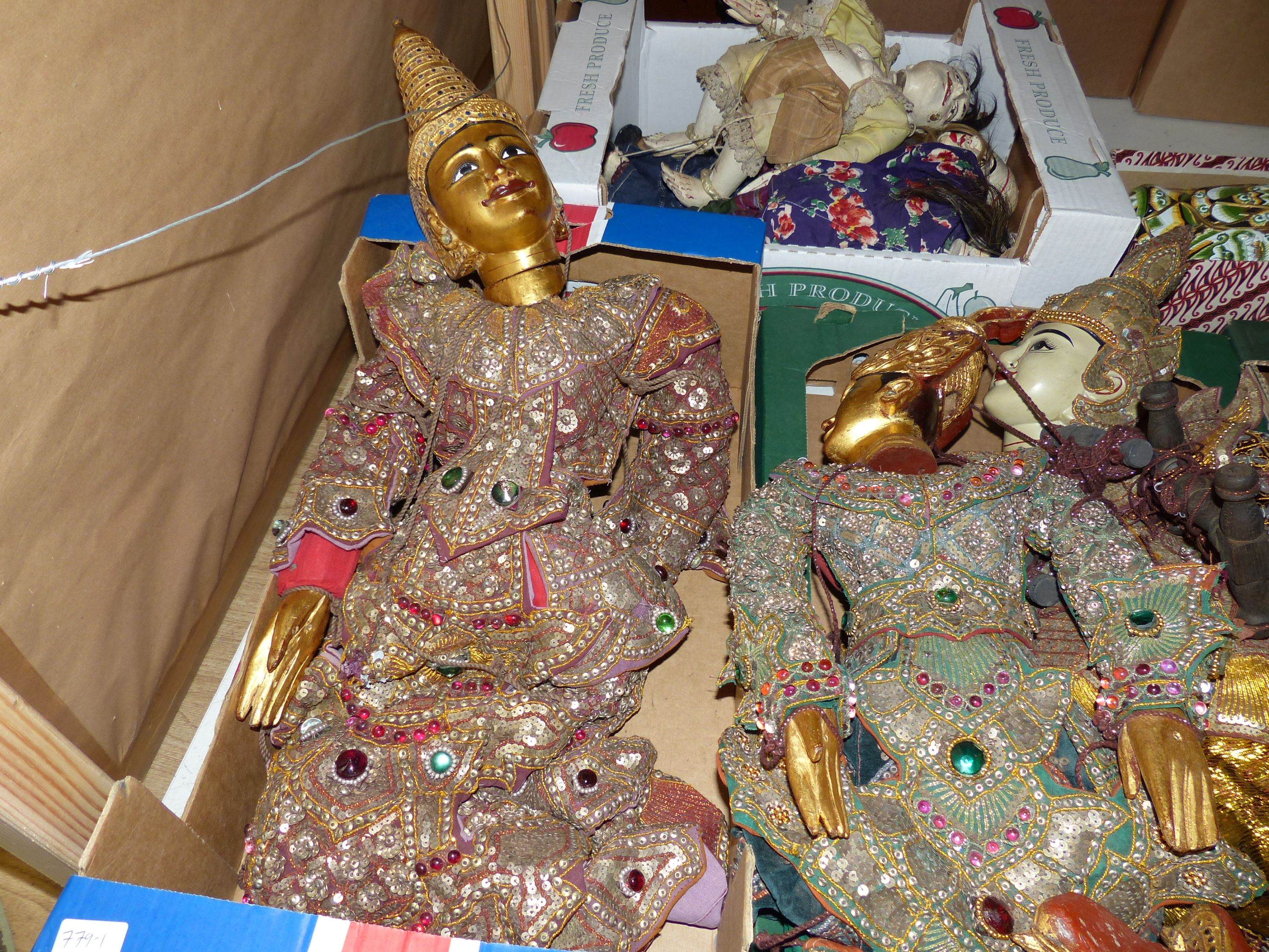 A quantity of Indonesian marionettes - Image 2 of 5