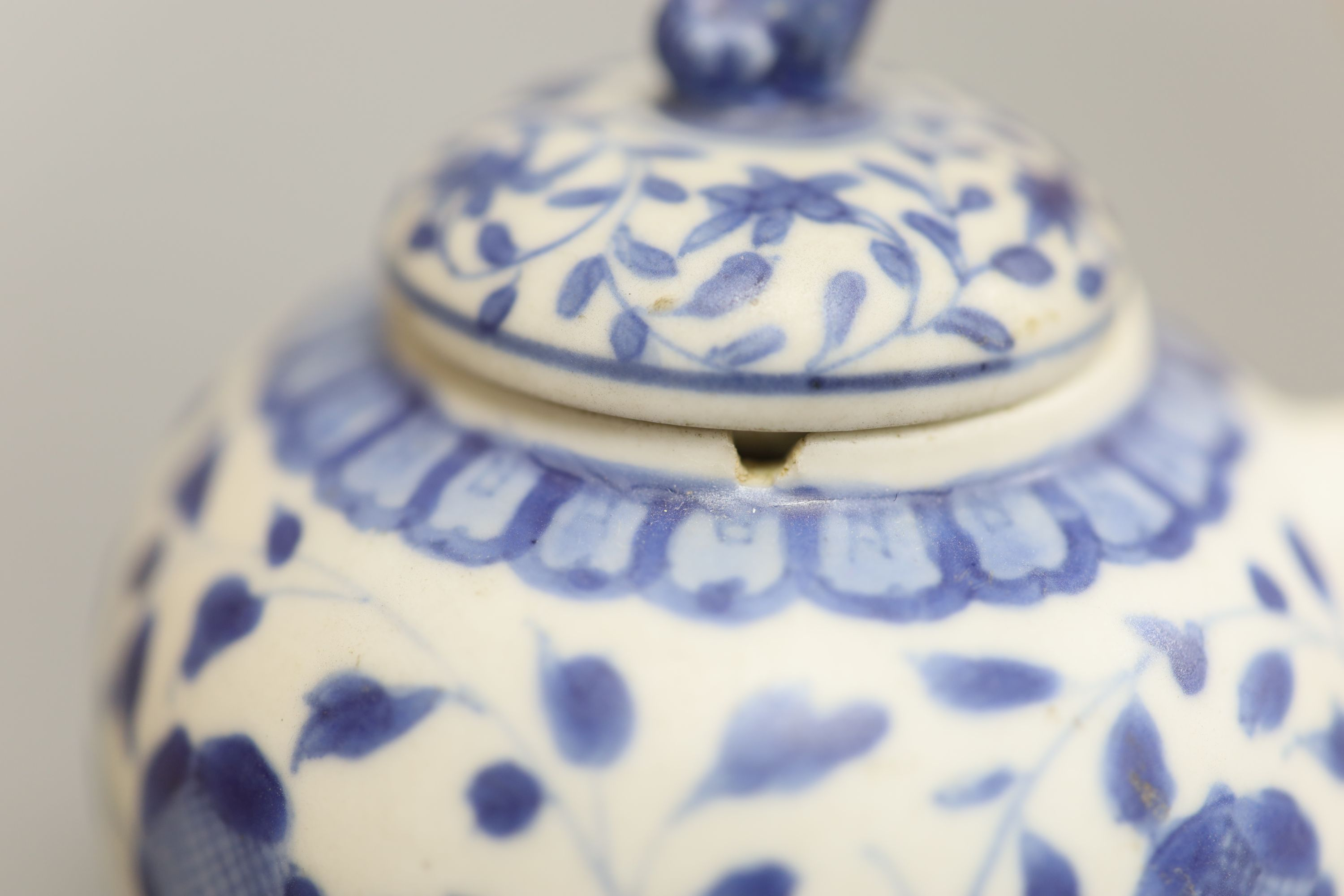 A Chinese Vungtao cargo blue and white mustard pot and cover, height 9cm - Image 4 of 7
