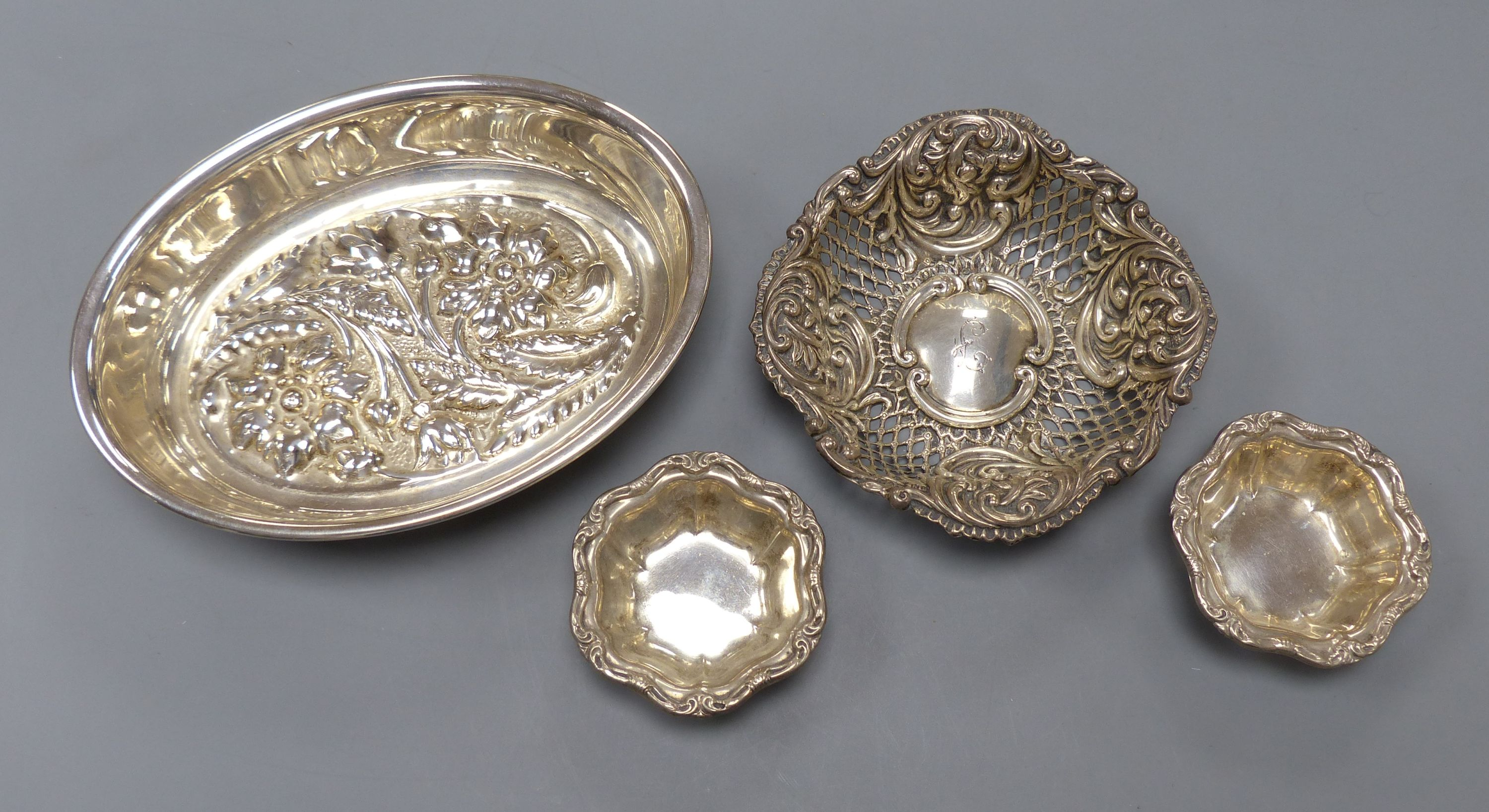 An Italian 8000 standard white metal oval bowl, 15.8cm, two small Birks sterling salts and a