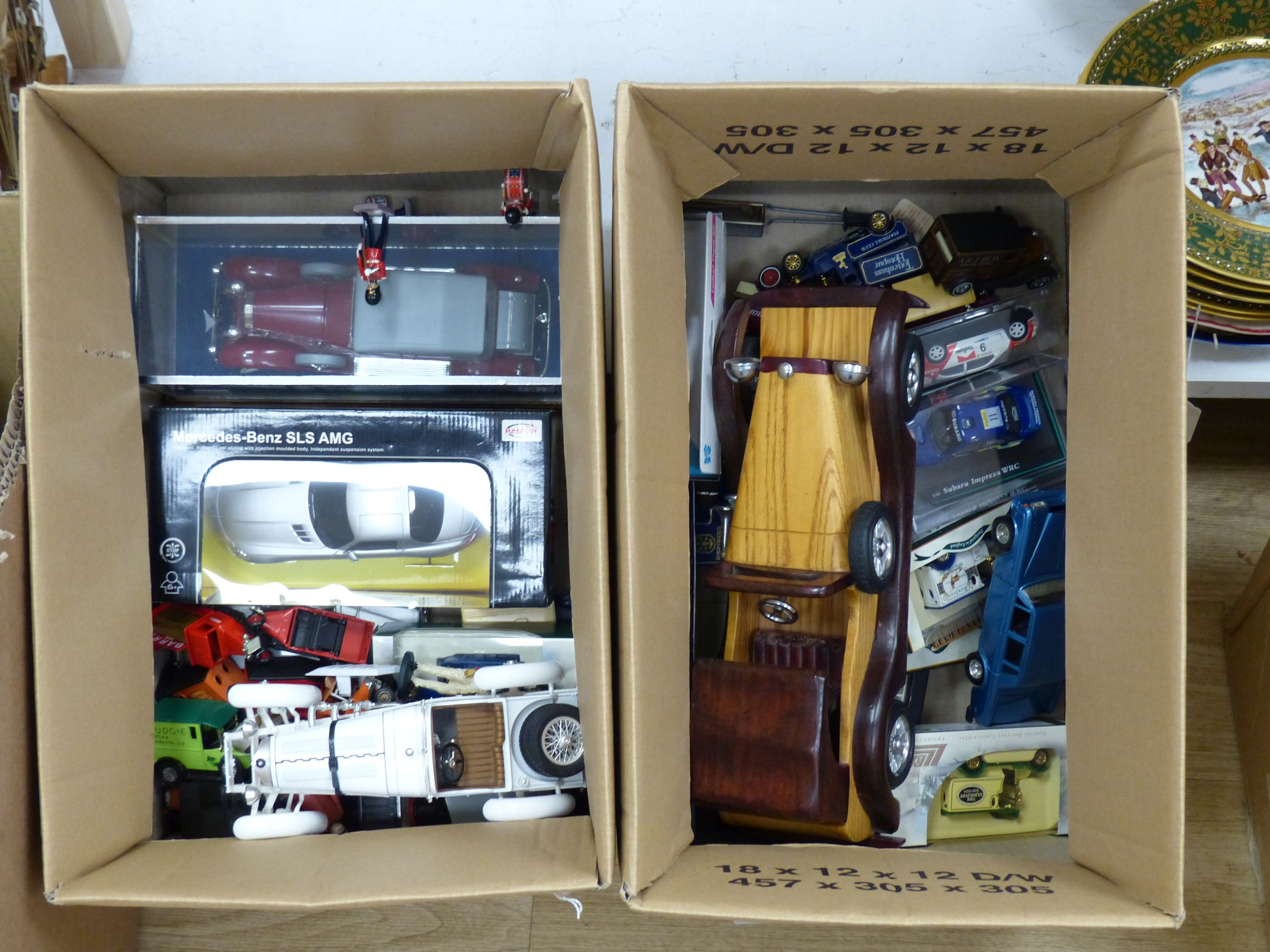 A collection of Matchbox, Dinky and other model cars and other toys - Image 2 of 6