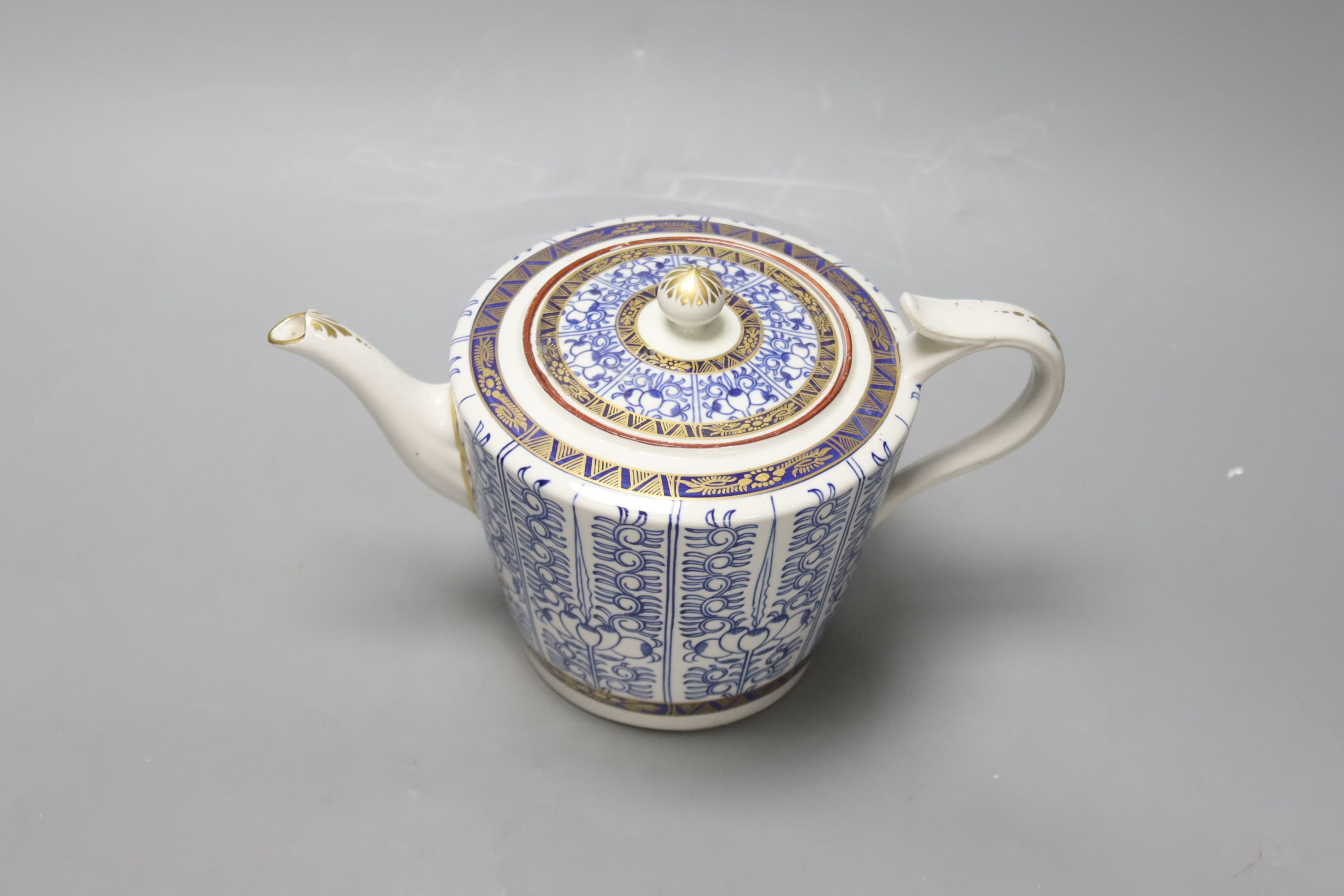 A Royal Worcester late Dr Wall / early Flight teapot and cover, Lily pattern, height 14cm - Image 2 of 4