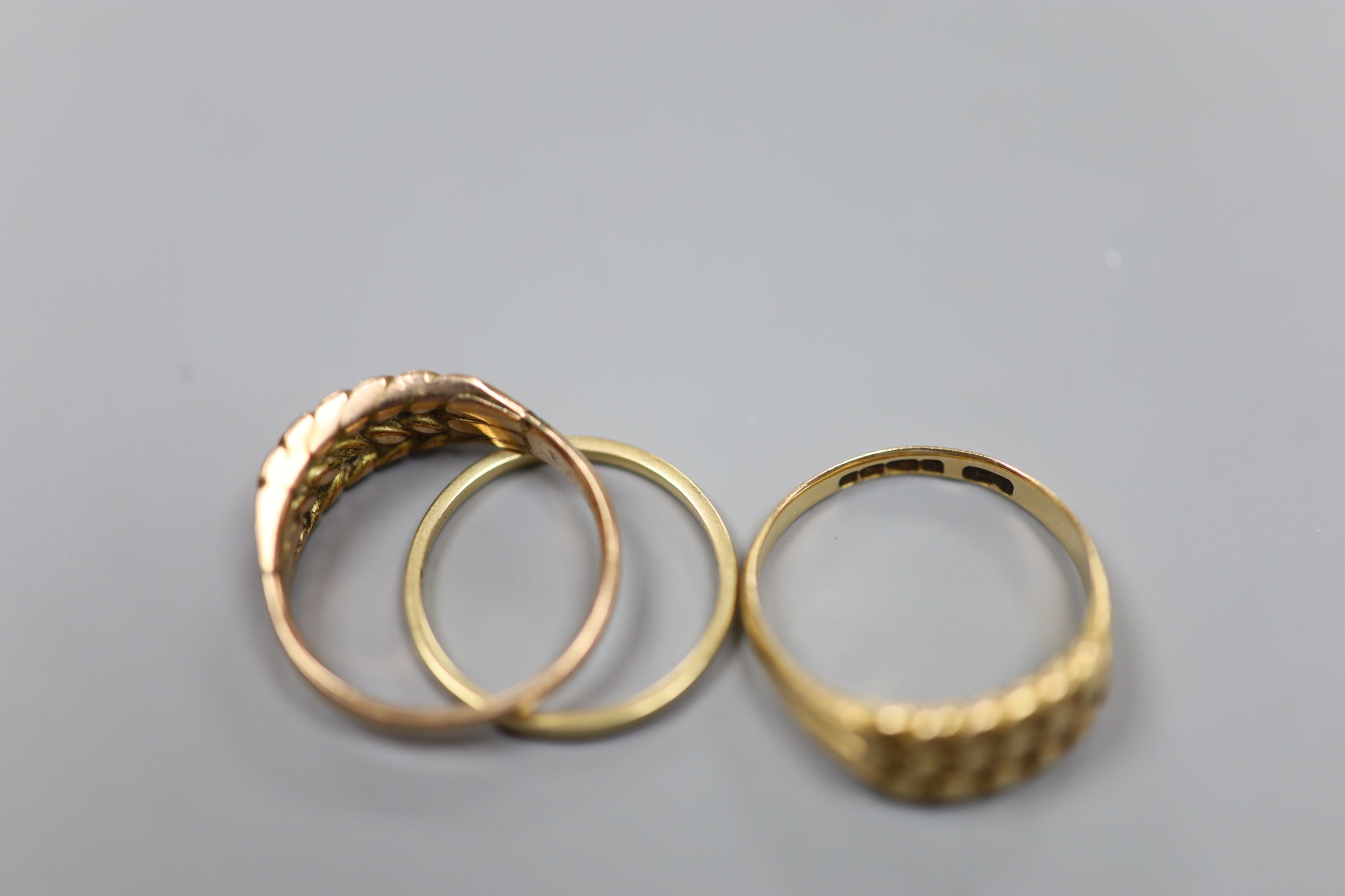 Three assorted 9ct gold rings,8.3 grams. - Image 3 of 3