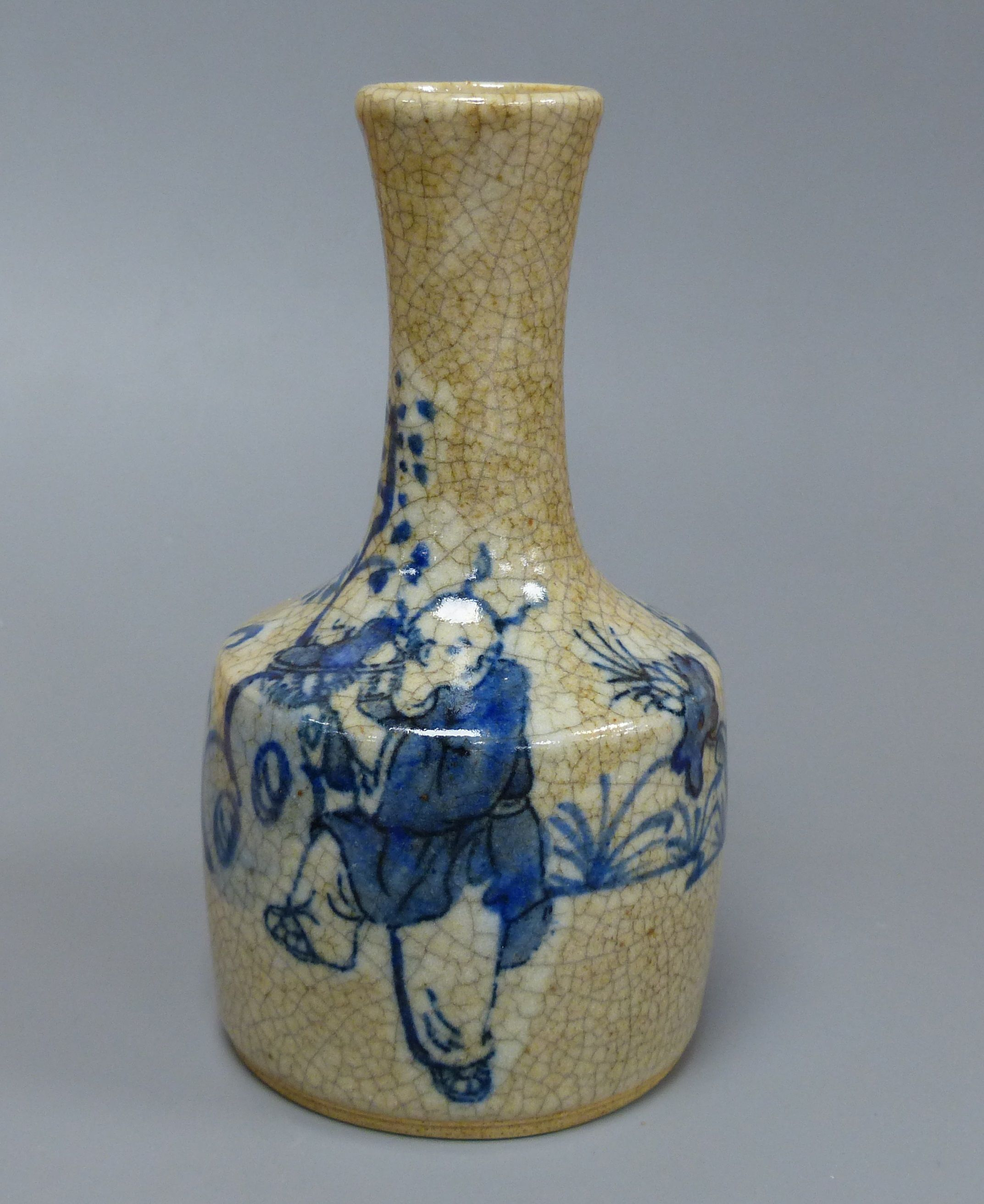 A Chinese blue and white crackle glaze bottle vase, height 15cm - Image 2 of 6