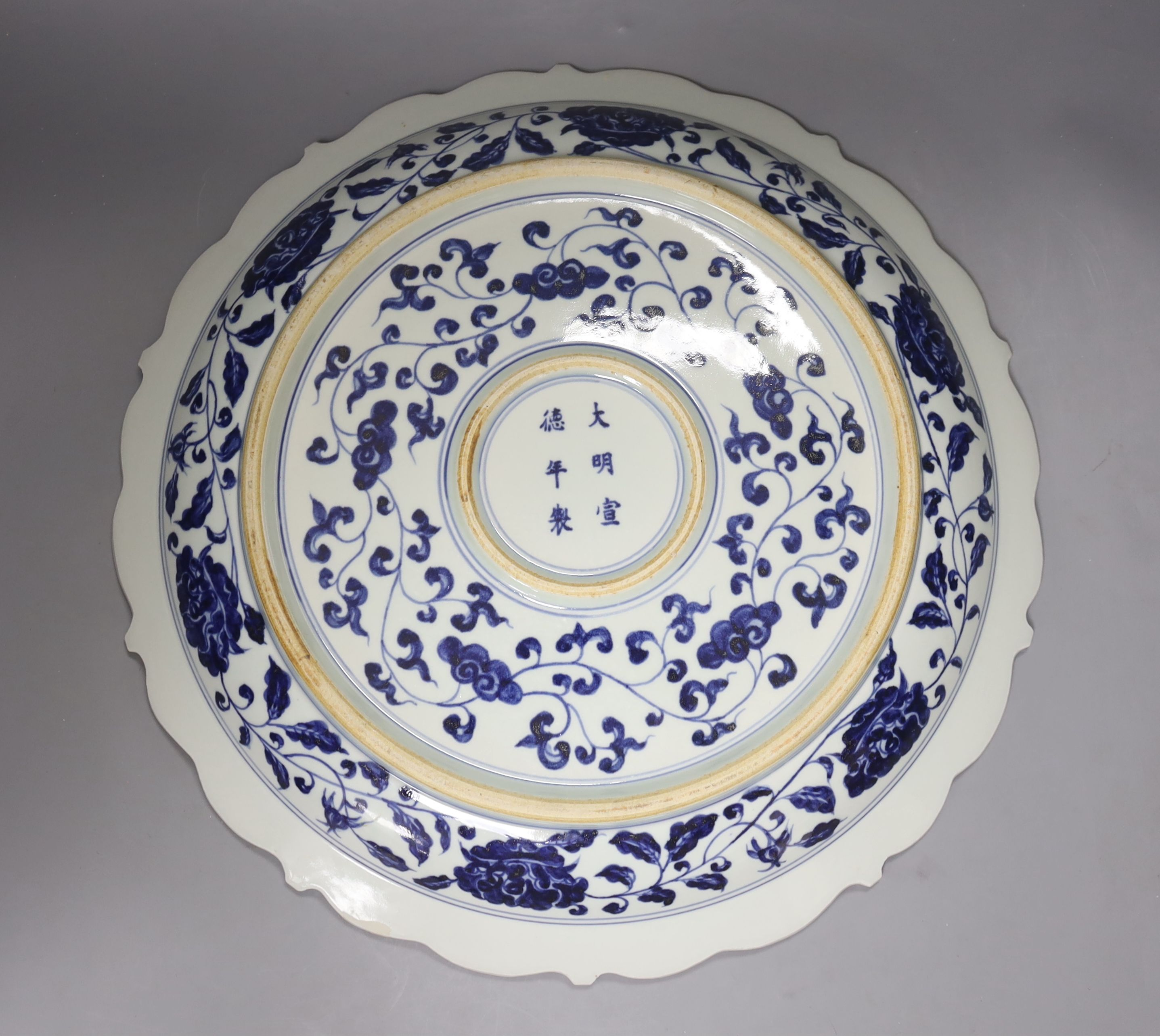 A Chinese blue and white Ming style dragon and phoenix dish, diameter 40cm - Image 3 of 3