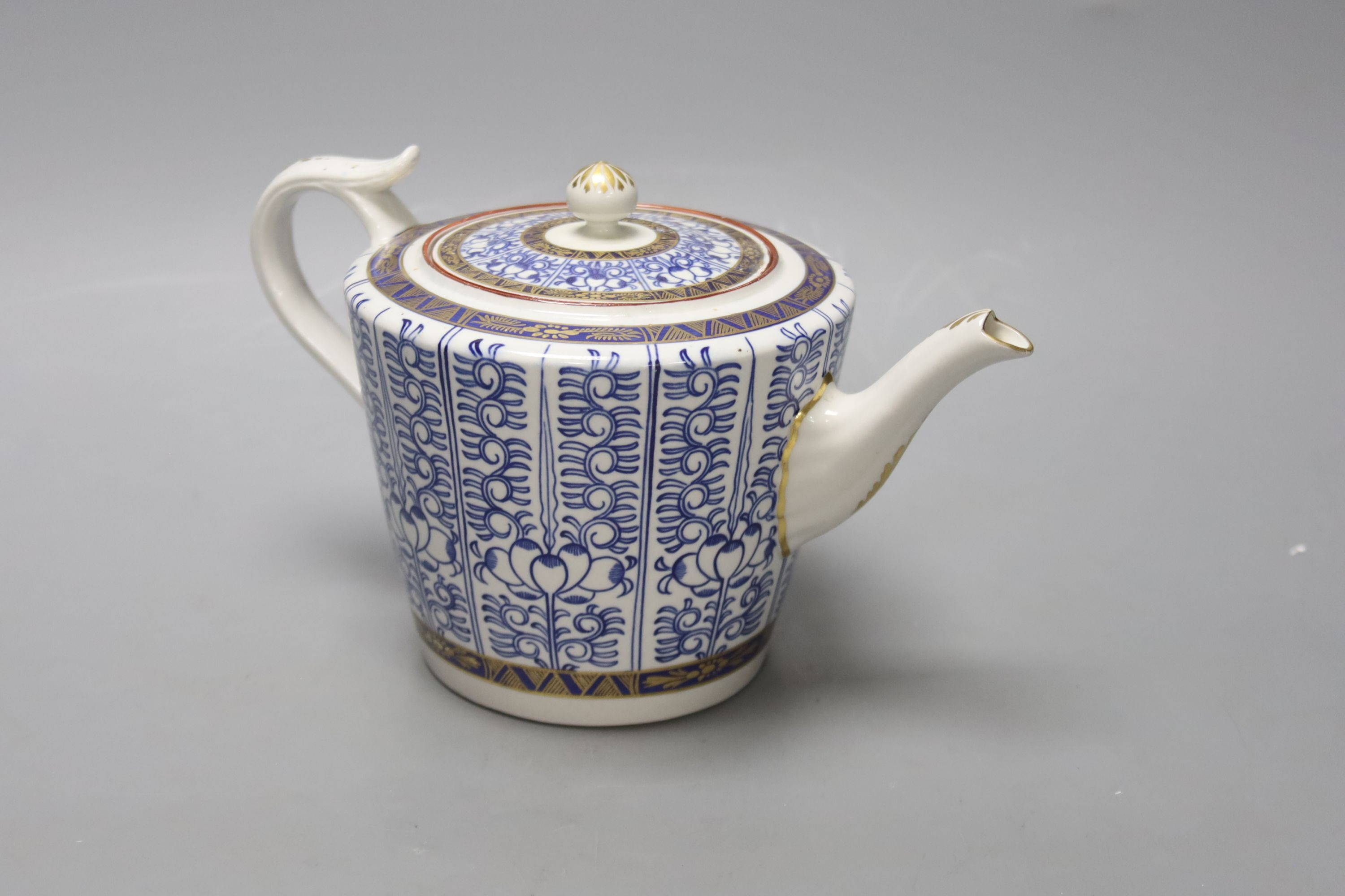 A Royal Worcester late Dr Wall / early Flight teapot and cover, Lily pattern, height 14cm