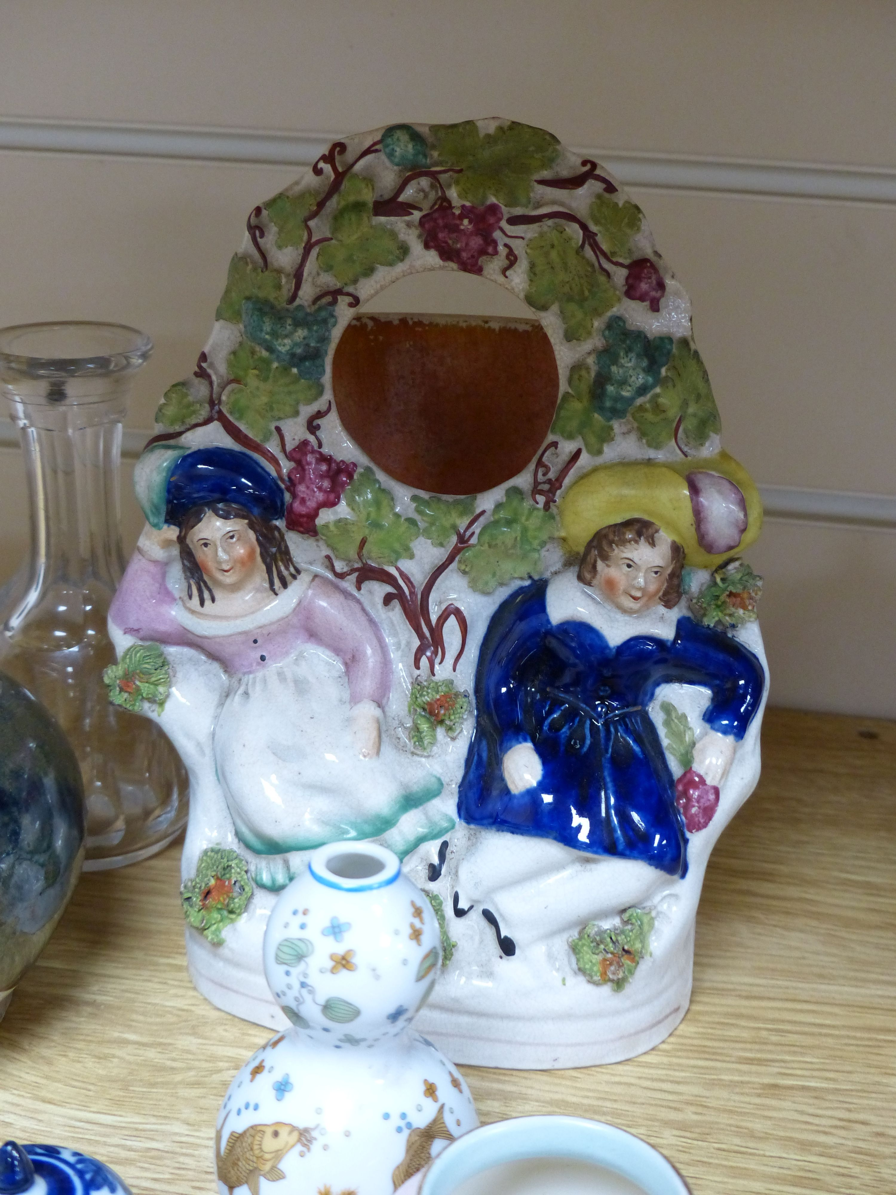 A group of ceramics including a Shelley cup and saucer, a Staffordshire flatback, a Wedgwood - Bild 4 aus 5