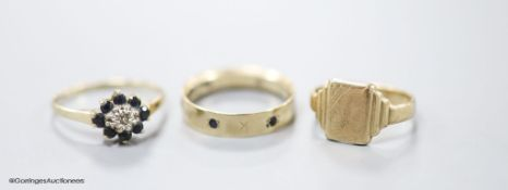 Three assorted modern 9ct gold rings including signet and gem set,gross weight 6.6 grams.